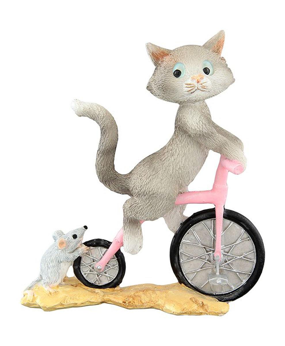 Фигурка декоративная Elan Gallery Кот на велосипеде, высота 9,5 см74-0140Декоративные фигурки - это отличный способ разнообразить внутреннее убранство вашего дома. Декоративная фигурка с изображением кота станет прекрасным сувениром, который вызовет улыбку и поднимет настроение.Фигурка выполнена из полистоуна.