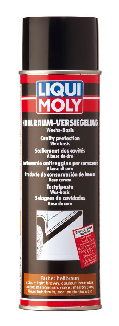 Воск антикоррозийный Liqui Moly Hohlraum-Versiegelung-Spray Hellbraun, для пустот кузова, цвет: светло-желтый, 0,5 л80663Воск Liqui Moly Hohlraum-Versiegelung-Spray Hellbraun применяется для первичной или эксплуатационной защиты скрытых полостей легковых автомобилей, грузовиков, автобусов, сельхозтехники от коррозии. Хорошо защищает как поверхности, так и сварные швы любого вида. После высыхания средства остается тонкая эластичная восковая пленка с эффектом самозалечивания, то есть мелкие повреждения состав заполняет самостоятельно.Состав содержит технический воск, ингибиторы коррозии и слабо пахнущий растворитель. Легко и тонко распыляется, проникает в зазоры, вытесняет воду, пропитывает имеющуюся ржавчину, блокируя доступ влаги и кислорода к защищаемым поверхностям. После высыхания образуется мягкая, эластичная, водоотталкивающая прозрачная пленка светло- коричневого цвета.Особенности:Высокая способность к растеканию по обрабатываемой поверхностиМалое время готовности обработанной поверхности к эксплуатацииИдеальная защита от ржавчины обработанных поверхностей кузоваПревосходная защита от коррозииХорошо растекается по поверхности и вытесняет влагуХорошая устойчивость к нагреваниюПлощадь нанесения: 20 м2/л.Время высыхания: 2-3 ч.Устойчивость к соленой воде ASTM B 117: свыше 500 ч.Содержание сухого вещества: 35%.Толщина покрытия: 200-300 µm.Температура нанесения: 15°C-25°C.Товар сертифицирован.