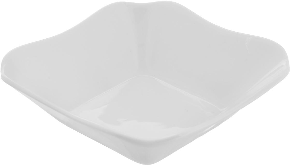 Салатник Белье, 250 мл. 50786154 009312Элегантный салатник Белье, изготовленный из высококачественного фарфора, прекрасно подойдет для подачи различных блюд: закусок, салатов или фруктов. Такой салатник украсит ваш праздничный или обеденный стол, а оригинальное исполнение понравится любой хозяйке. Размер салатника: 13,5 х 13,5 см.