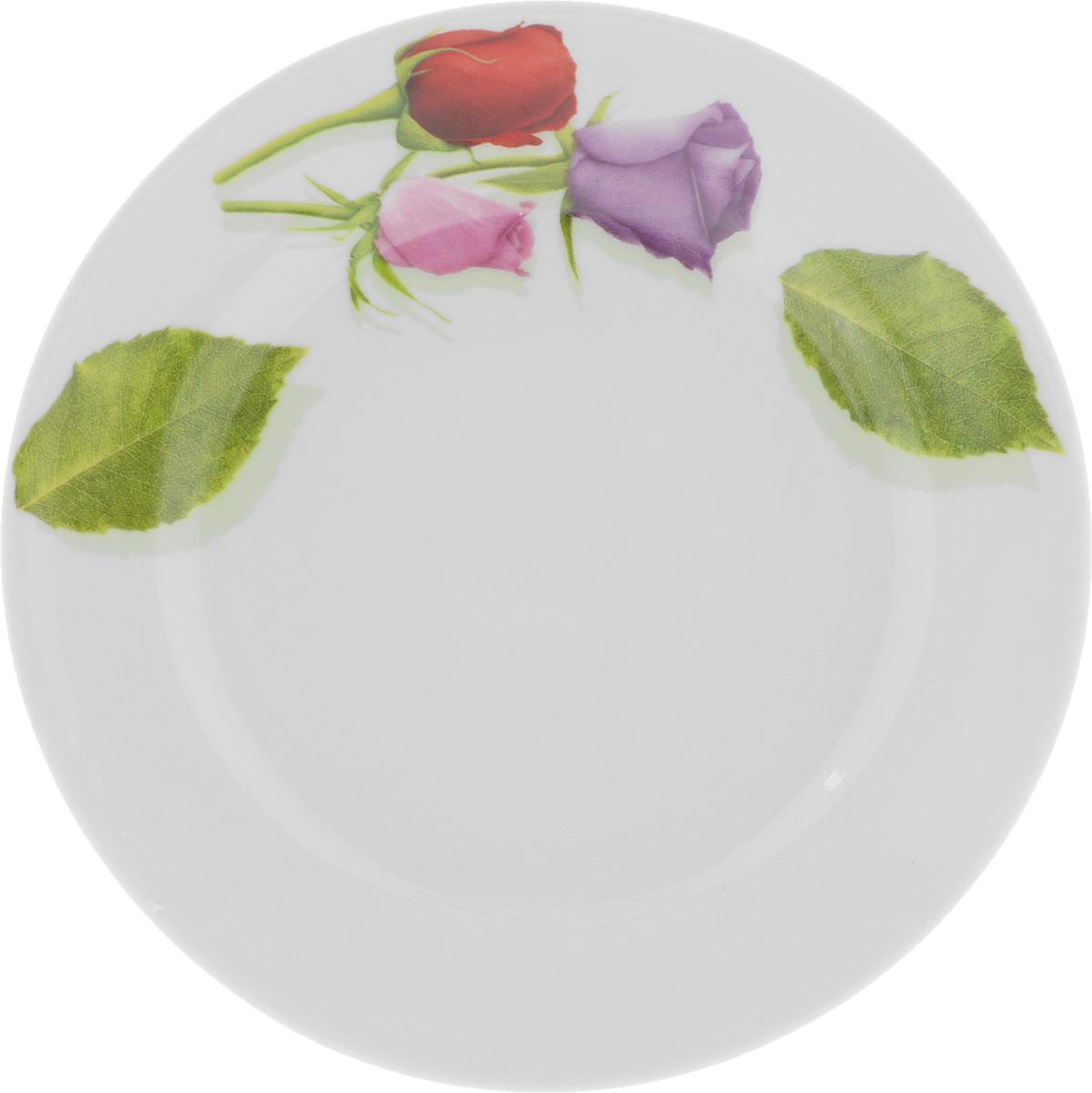 Тарелка десертная Идиллия. Королева цветов, диаметр 17 см115010Десертная тарелка Идиллия. Королева цветов, изготовленная из высококачественного фарфора, имеет изысканный внешний вид. Такая тарелка прекрасно подходит как для торжественных случаев, так и для повседневного использования. Идеальна для подачи десертов, пирожных, тортов и многого другого. Она прекрасно оформит стол и станет отличным дополнением к вашей коллекции кухонной посуды.