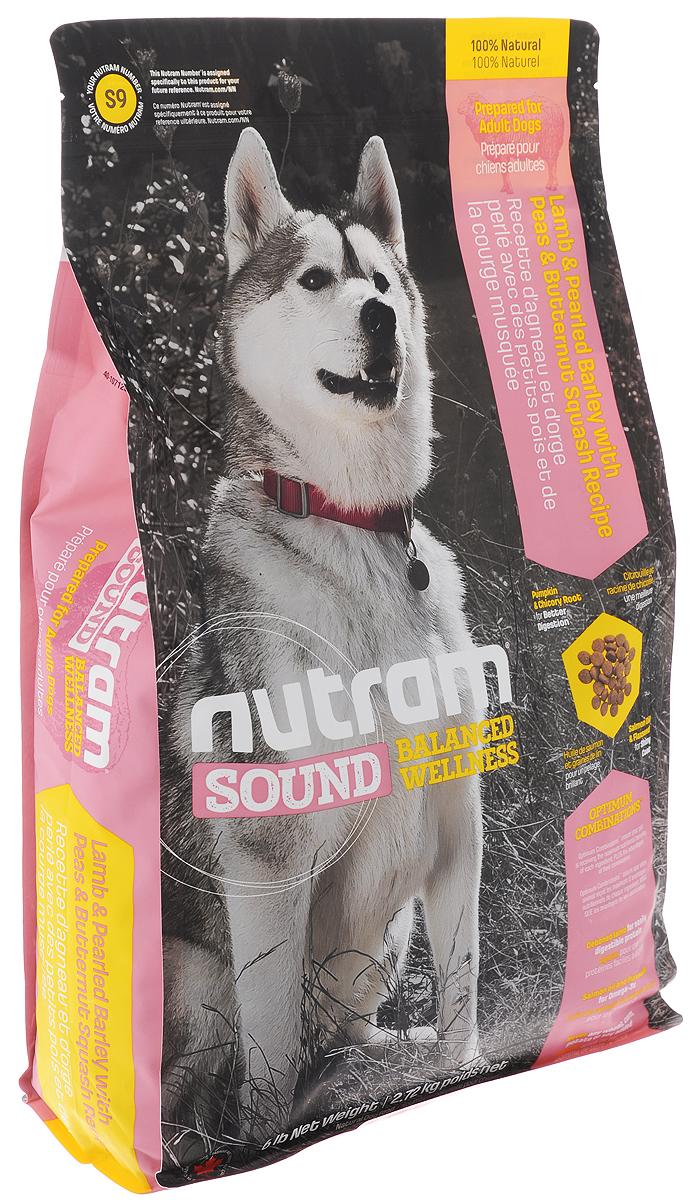 Корм сухой Nutram Sound Balanced Wellness S9 для взрослых собак, с ягненком, перловкой, горохом и тыквой, 2,72 кг0120710Сухой корм Nutram Sound Balanced Wellness S9 - натуральный сбалансированный корм для взрослых собак. Целостный (holistic), полезный, богатый питательными веществами сухой корм для собак, который улучшает самочувствие и здоровье питомцев по принципу изнутри наружу. Рецептура корма соответствует возрастным нормам питания для собак, установленным ассоциацией AAFCO. Состав: дегидрированное мясо ягненка, мясо ягненка без костей, перловая крупа, дегидрированное мясо курицы, коричневый рис, овсяная мука, зеленый горошек, куриный жир, сушеная свекольная масса, натуральный ароматизатор ягненка, люцерна, жир лососевых рыб, яблоко, льняное семя, хлористый калий, тыква мускатная, тыква, брокколи, морская соль, хлорид холина, корень цикория (пребиотик), DL-метионин, витамины и минералы (витамин E, витамин А, витамин D3, витамин В3, витамин С, витамин B5, витамин B1, витамин B2, бета-каротин, витамин В6, витамин B9, витамин B7, витамин B12, протеинат цинка, сульфат железа, протеинат железа, оксид цинка, протеинат меди, сульфат меди, протеинат марганца, оксид марганца, иодат кальция, селенит натрия), глюкозамин, юкка Шидигера, розмарин сушеный. Гарантированный анализ: протеин (мин.) 26,0%, жир (мин.) 16,0%, клетчатка (макс.) 3,5%, вода (макс.) 10,0%, зола (макс.) 8,0%, кальций (мин.) 1,4%, фосфор (мин.) 0,80%, Омега-3 (мин.) 0,45%, Омега-6 (мин.) 2,50%. Содержание калорий: 3855 ккал/кг (405 ккал/стакан). Товар сертифицирован.