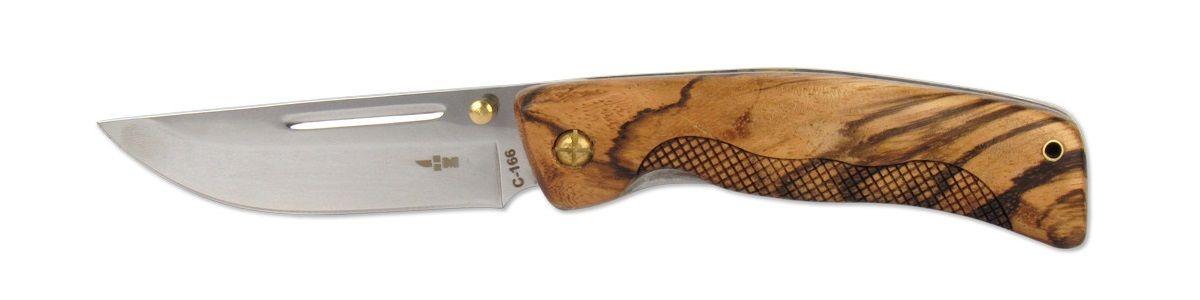 Нож складной Ножемир, длина клинка 9,3 смC-166 НожемирНебольшой складной нож Ножемир с широким лезвием и насечками хорошо лежит в руке и удобен как при работе в поле, так и на стоянке в лагере. Благодаря выемке под пальцы изделие не болтается в руке. Деревянная рукоять не будет мешать работать ни в мокрую погоду,ни в мороз. Сталь 65х13 прекрасно держит заточку.Общая длина ножа: 21,3 см.Твердость стали: 55-56 HRC.