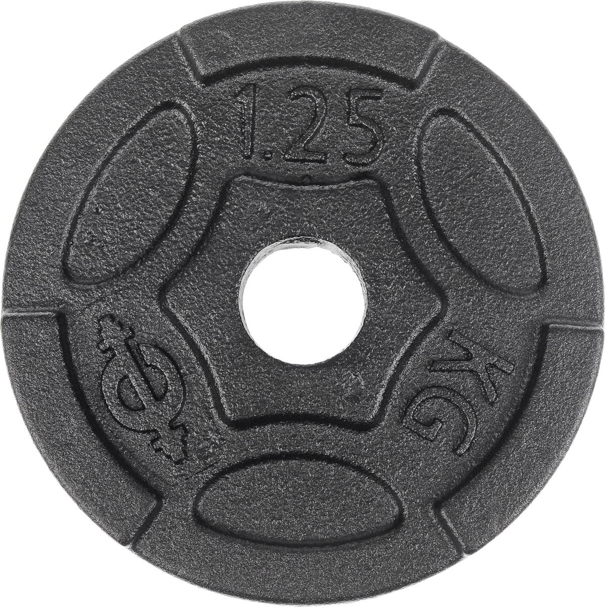 Диск чугунный Euro-Classic, 1,25 кг, посадочный диаметр 26 мм1301188Идеальная геометрия и ровная поверхность диска Euro-Classic достигается путем применения самого современного оборудования, полностью исключающего механическую обработку изделий. Он выполнен из прочного чугуна с покрытием из порошковой краской. Захваты для рук позволяют без труда поднимать диски с пола.Диаметр диска: 12,8 см.Посадочный диаметр: 26 мм.Вес диска: 1,25 кг.Толщина диска: 2 см.