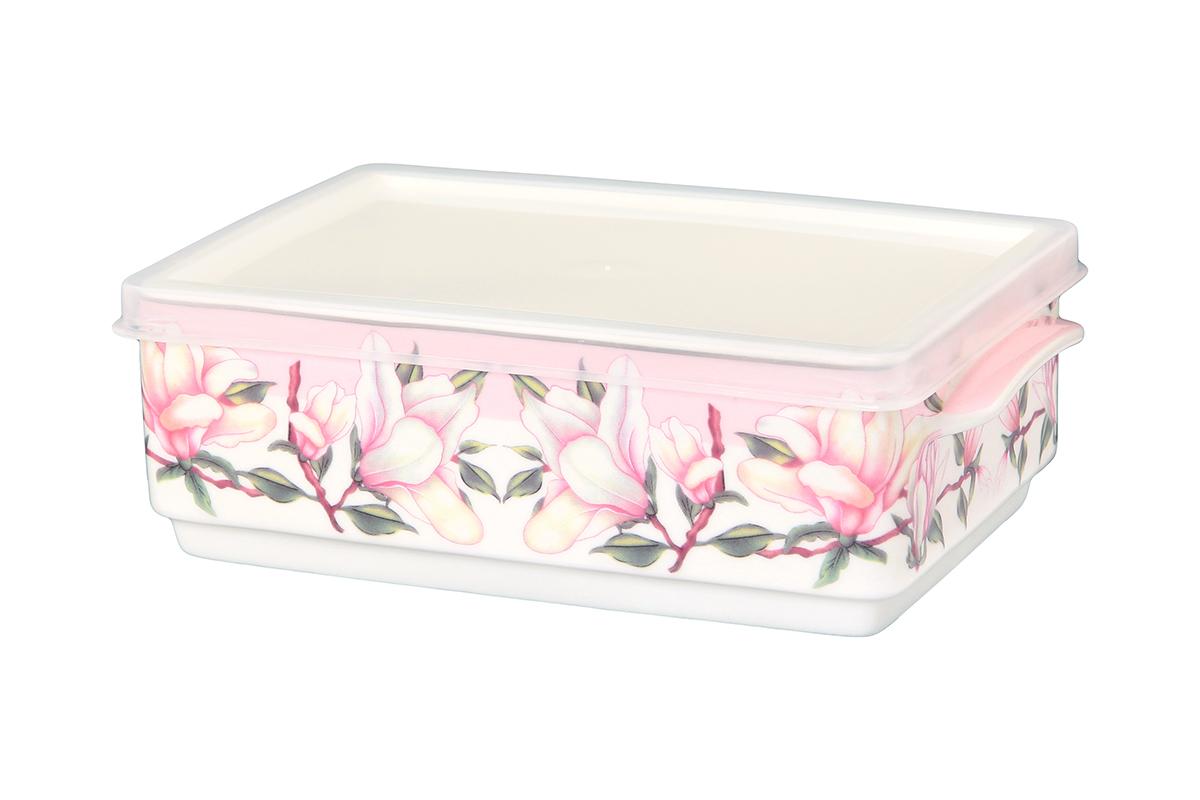 Блюдо для холодца Elan Gallery Орхидея на розовом, с крышкой, 20 х 12 х 6,5 см4С0139Сервировочное блюдо Elan Gallery Орхидея на розовом, изготовленное из высококачественной керамики, прекрасно подойдет для заливного или холодца и для хранения слоеных салатов. Пластиковая крышка, входящая в комплект, сохранит свежесть вашего блюда. Такое блюдо украсит сервировку вашего стола и подчеркнет прекрасный вкус хозяйки.
