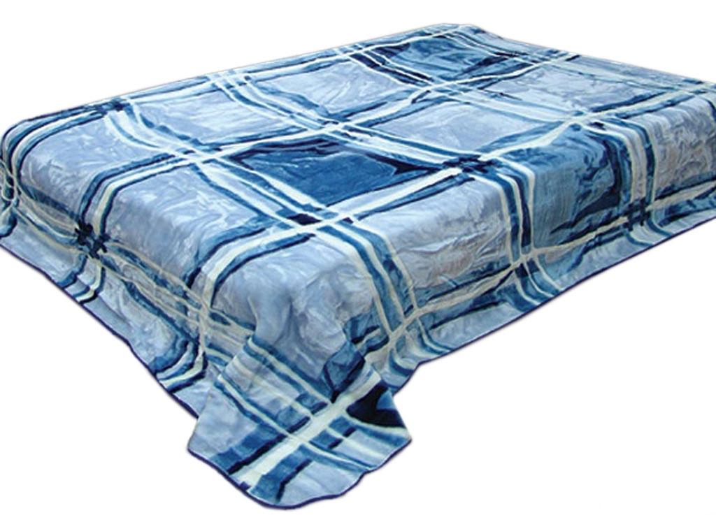 Плед ТД Текстиль Toledo, стриженый, цвет: синий, 200 х 240 см. 598451-531-140 (68)Плед Toledo - это идеальное решение для вашегоинтерьера! Он порадует вас легкостью, нежностью иоригинальным дизайном! Плед выполнен из 100% полиэстера со стриженым ворсом. Полиэстер считается одной из самых популярных тканей.Это материал синтетического происхождения из полиэфирныхволокон. Внешне такая ткань схожа с шерстью, а по свойствамблизка к хлопку. Изделия из полиэстера не мнутся и легкостираются. После стирки очень быстро высыхают.Плед - это такой подарок, который будет всегда актуален,особенно для ваших родных и близких, ведь вы дарите имчастичку своего тепла!Плотность: 645 гр/м2.