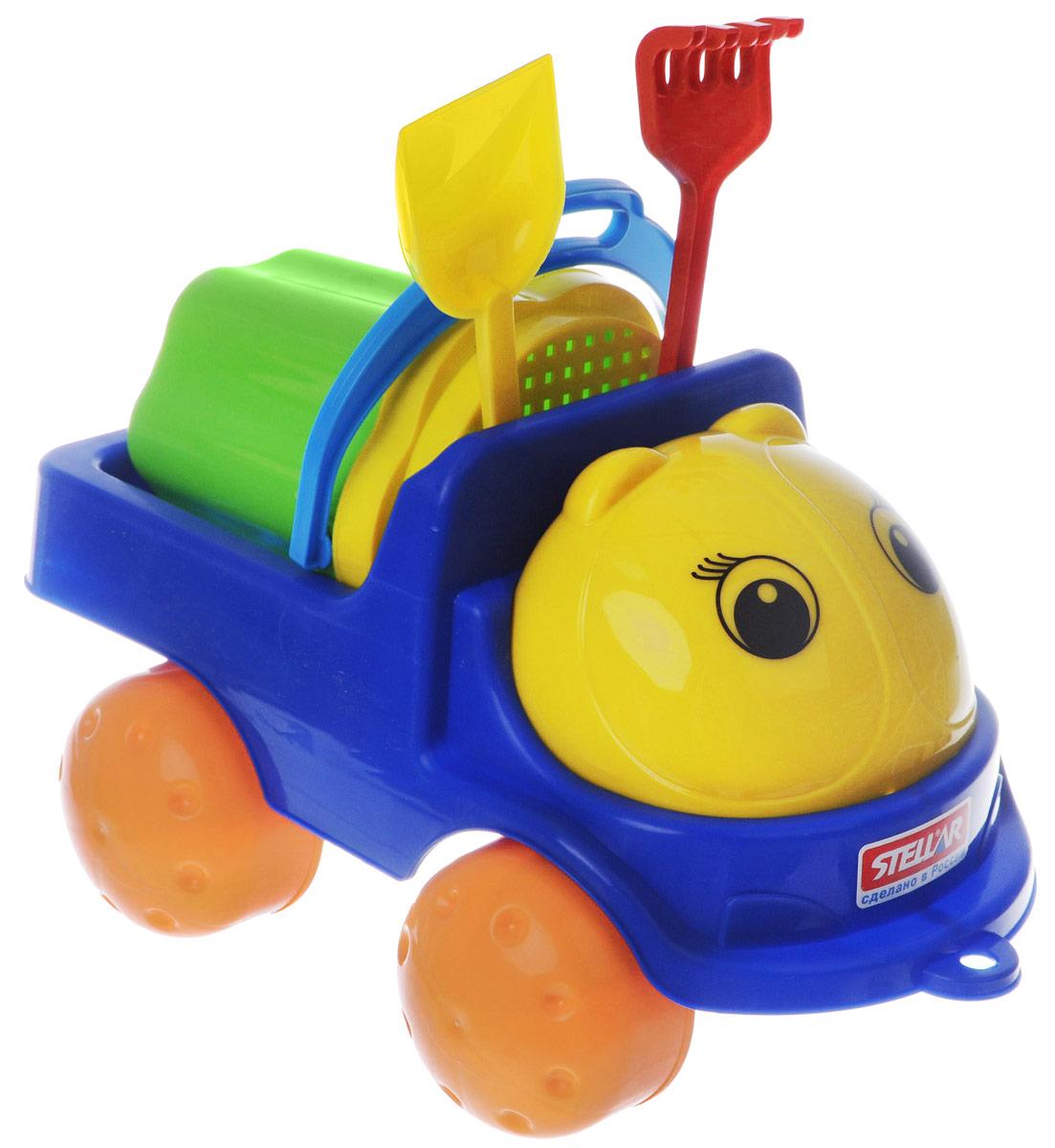 """Яркий грузовик Stellar """"Кузнечик-2"""" и набор для песка, изготовленные из полипропилена, доставят много радости вашему ребенку. Грузовик снабжен вместительным кузовом и колесиками со свободным ходом. К нему можно привязать шнурок и возить его за собой. На таком грузовике малыш сможет подвозить песок к игрушечной стройке. Набор включает в себя небольшое ведерко с ручкой, сито, лопатку и грабельки. Порадуйте вашего малыша таким замечательным подарком!"""