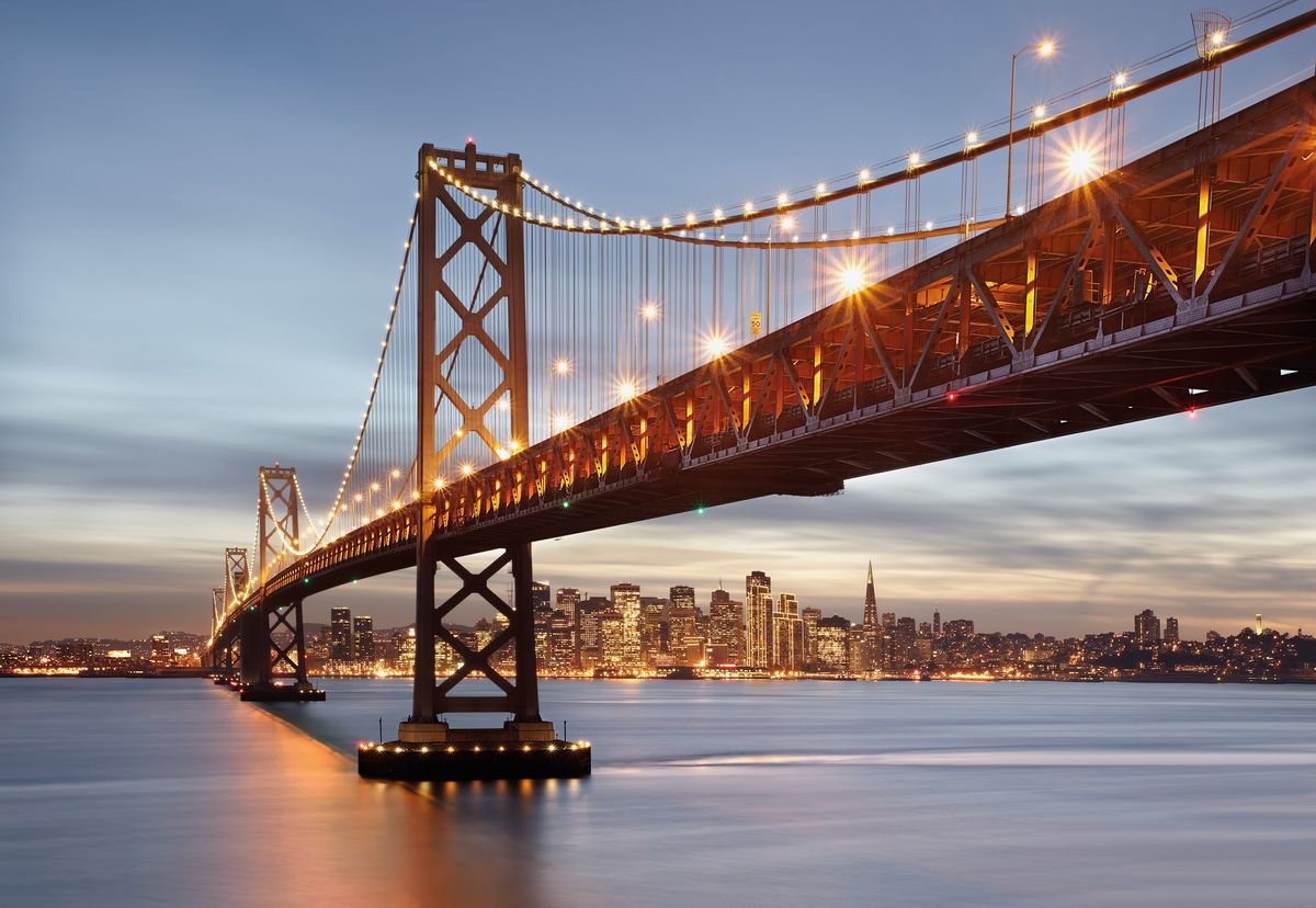 Фотообои Komar Мост Сан-Франциско, 3,68 х 2,54 мAL-022Бумажные фотообои известного бренда Komar позволят создать неповторимый облик помещения, в котором они размещены. Фотообои наносятся на стены тем же способом, что и обычные обои. Благодаря превосходной печати и высококачественной основе такие обои будут радовать вас долгое время. Фотообои снова вошли в нашу жизнь, став модным направлением декорирования интерьера. Выбрав правильную фактуру и сюжет изображения можно добиться невероятного эффекта живого присутствия.Ширина рулона: 3,68 м.Высота полотна: 2,54 м. Клей в комплекте.