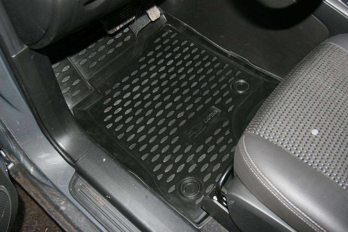 Коврики в салон автомобиля Novline-Autofamily для Chevrolet Captiva, 2011 -, 5 штFS-80264Коврики Novline-Autofamily улучшат внешний вид салона автомобиля и надежно уберегут его от пыли, грязи и сырости, а значит, защитят кузов от коррозии. Полиуретановые коврики гладкие, приятные и не пропускает влагу. Полиуретановые автомобильные коврики произведены из высококачественного материала, который держит форму и не пачкает обувь. Коврики надежно крепятся на полу и не скользят, что очень важно во время движения, особенно для водителя. Изделия из полиуретана надежно удерживают грязь и влагу, при этом всегда выглядят довольно опрятно. И чистятся они очень просто: как при помощи автомобильного пылесоса, так и различными моющими средствами.
