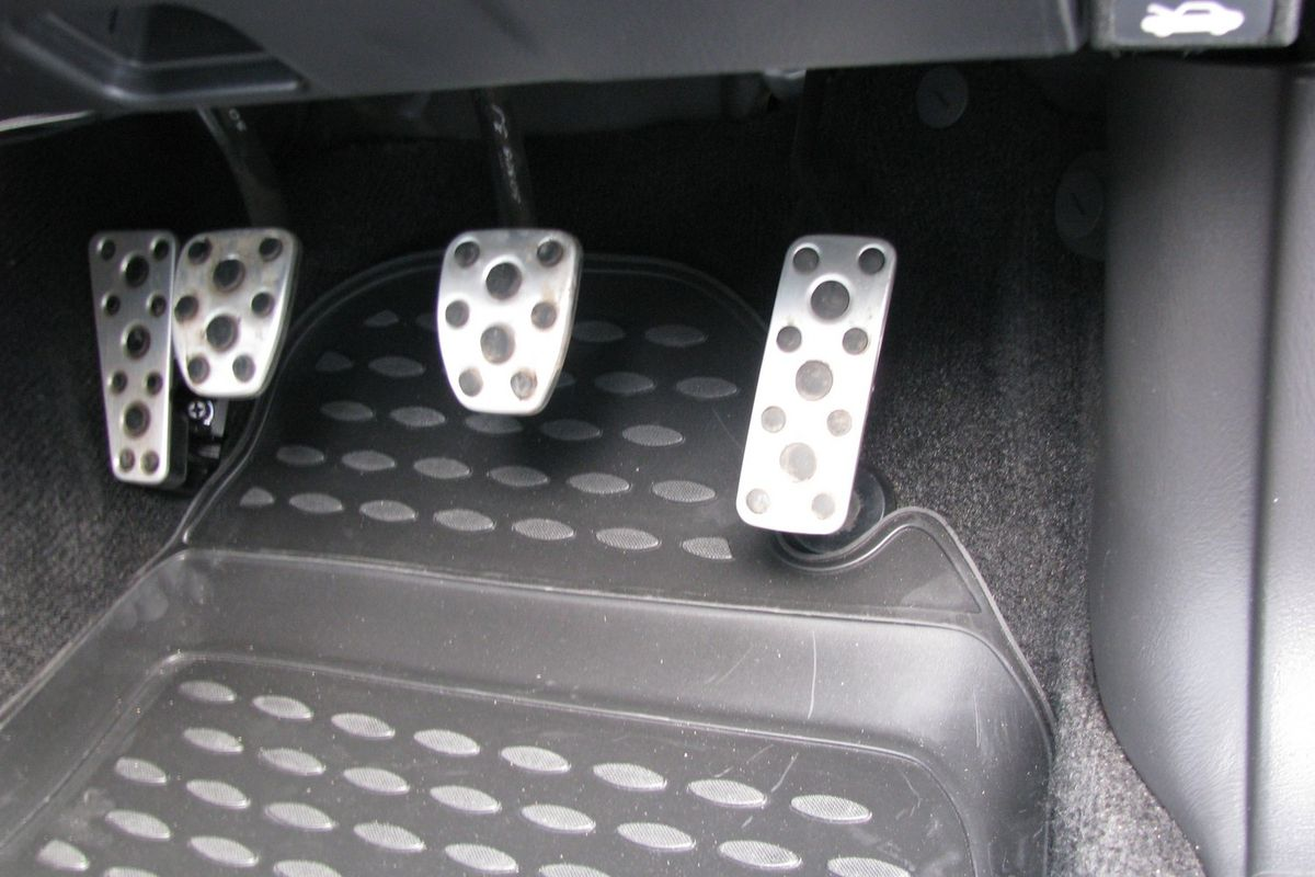 Коврики в салон автомобиля Novline-Autofamily для Subaru Impreza JDM, 02/2000 -04/2007, 4 шт98298130Коврики Novline-Autofamily улучшат внешний вид салона автомобиля и надежно уберегут его от пыли, грязи и сырости, а значит, защитят кузов от коррозии. Полиуретановые коврики гладкие, приятные и не пропускает влагу. Полиуретановые автомобильные коврики произведены из высококачественного материала, который держит форму и не пачкает обувь. Коврики надежно крепятся на полу и не скользят, что очень важно во время движения, особенно для водителя. Изделия из полиуретана надежно удерживают грязь и влагу, при этом всегда выглядят довольно опрятно. И чистятся они очень просто: как при помощи автомобильного пылесоса, так и различными моющими средствами.