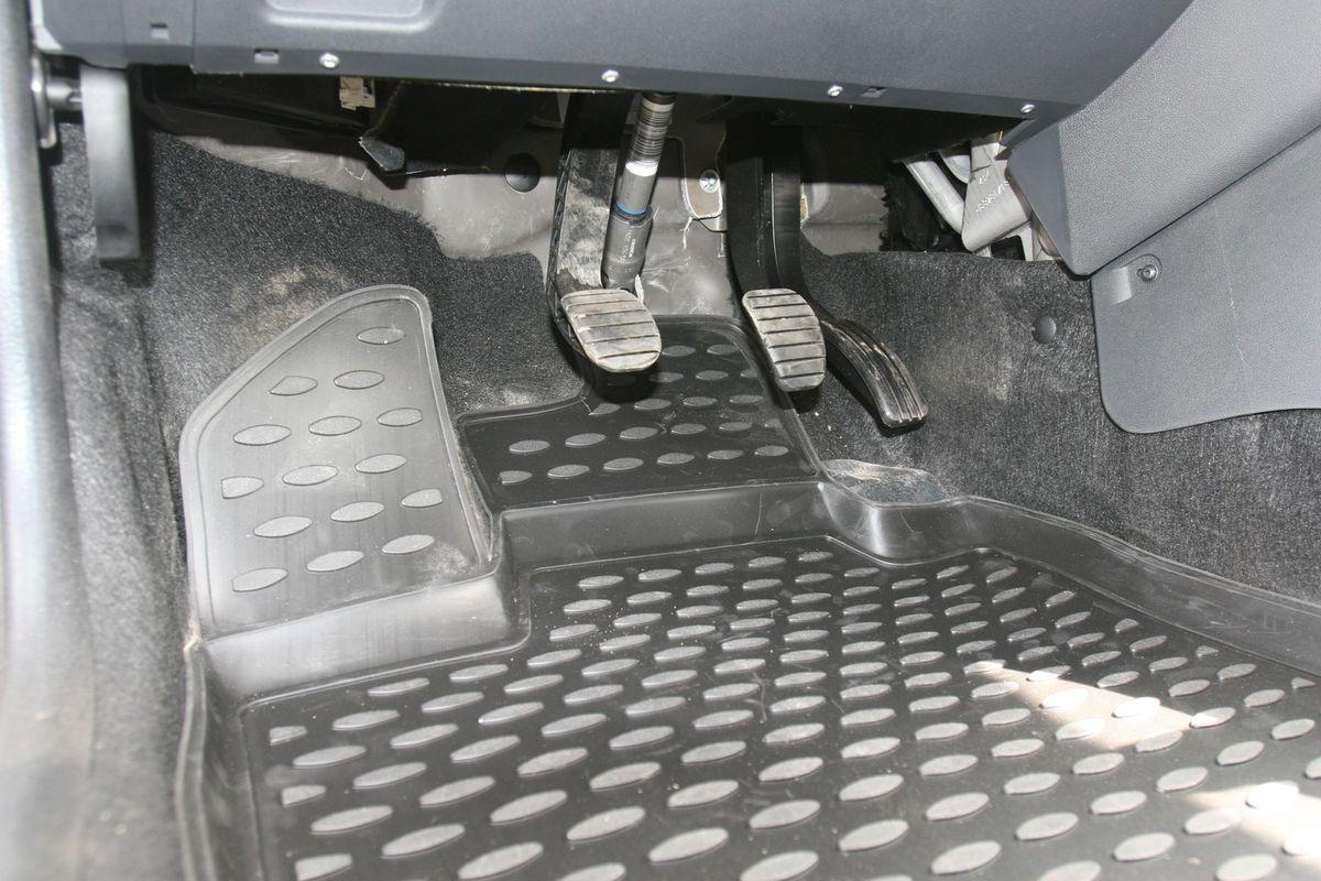 Набор автомобильных ковриков Novline-Autofamily для Lada Largus 2012-, 7 мест, в салон, 5 штFS-80264Набор автомобильных ковриков Novline-Autofamily, изготовленный из полиуретана, состоит из 5 ковриков, которые учитывают все особенности каждой модели автомобиля и полностью повторяют контуры пола. Полиуретановые автомобильные коврики для салона произведены из высококачественного материала, который держит форму, прочный и не пачкает обувь. Коврики в салон не только улучшат внешний вид салона вашего автомобиля, но и надежно уберегут его от пыли, грязи и сырости, а значит, защитят кузов от коррозии. Полиуретановые коврики для автомобиля гладкие, приятные и не пропускают влагу. Ковры для автомобилей надежно крепятся на полу и не скользят, что очень важно во время движения. Чистятся коврики очень просто: как при помощи автомобильного пылесоса, так и различными моющими средствами. Набор подходит для Lada Largus 7 мест с 2012 года выпуска.
