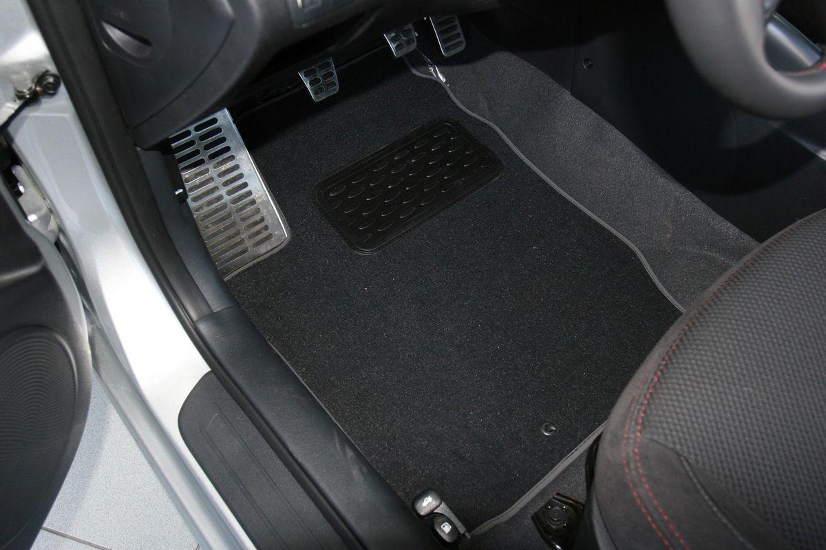 Набор автомобильных ковриков Novline-Autofamily для Kia Cerato koup 2009-, купе, в салон, 5 штLGT.25.2A.210Набор автомобильных ковриков Novline-Autofamily, изготовленный из текстиля, состоит из 5 ковриков, которые учитывают все особенности каждой модели автомобиля и полностью повторяют контуры пола. Текстильные автомобильные коврики для салона произведены из высококачественного материала, который держит форму, прочный и не пачкает обувь. Коврики в салон не только улучшат внешний вид салона вашего автомобиля, но и надежно уберегут его от пыли, грязи и сырости, а значит, защитят кузов от коррозии. Текстильные коврики для автомобиля мягкие и приятные, а их основа из вспененного полиуретана не пропускает влагу. Ковры для автомобилей надежно крепятся на полу и не скользят, что очень важно во время движения. Чистятся коврики очень просто: как при помощи автомобильного пылесоса, так и различными моющими средствами. Набор подходит для Kia Cerato koup купе с 2009 года выпуска.