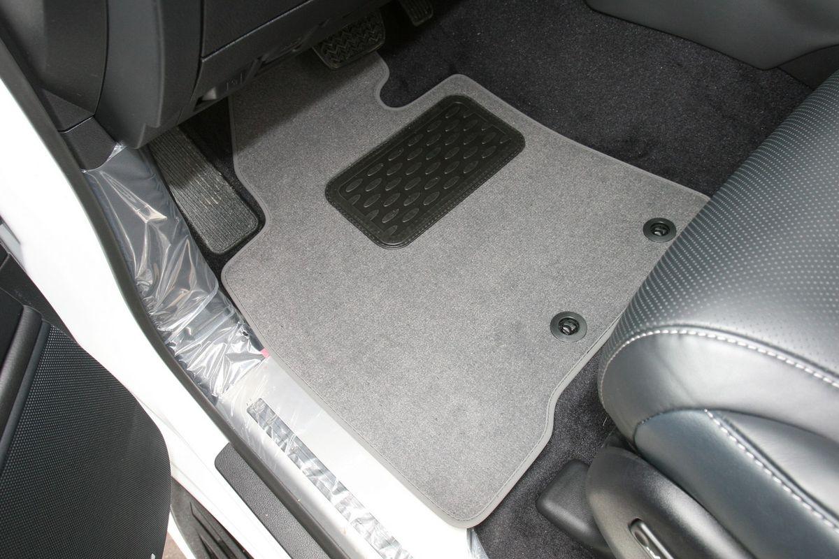 Набор автомобильных ковриков Novline-Autofamily для Lexus LX 570 7 мест АКПП 2012-, внедорожник, в салон, 5 штВетерок 2ГФНабор автомобильных ковриков Novline-Autofamily, изготовленный из текстиля, состоит из 5 ковриков, которые учитывают все особенности каждой модели автомобиля и полностью повторяют контуры пола. Текстильные автомобильные коврики для салона произведены из высококачественного материала, который держит форму, прочный и не пачкает обувь. Коврики в салон не только улучшат внешний вид салона вашего автомобиля, но и надежно уберегут его от пыли, грязи и сырости, а значит, защитят кузов от коррозии. Текстильные коврики для автомобиля мягкие и приятные, а их основа из вспененного полиуретана не пропускает влагу. Ковры для автомобилей надежно крепятся на полу и не скользят, что очень важно во время движения. Чистятся коврики очень просто: как при помощи автомобильного пылесоса, так и различными моющими средствами. Набор подходит для Lexus LX 570 7 мест АКПП внедорожник с 2012 года выпуска.