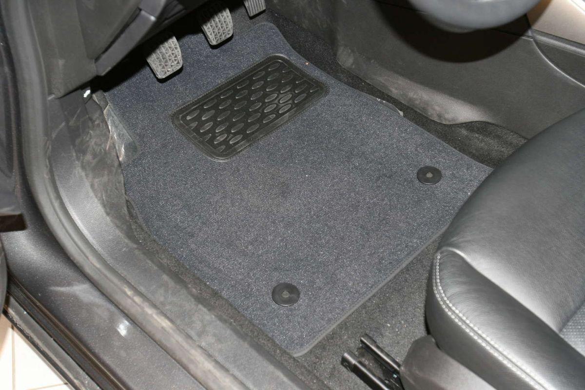 Набор автомобильных ковриков Novline-Autofamily для Opel Astra J 5D 2009-, хэтчбек, в салон, 5 штNLC.63.04.210Набор автомобильных ковриков Novline-Autofamily, изготовленный из текстиля, состоит из 5 ковриков, которые учитывают все особенности каждой модели автомобиля и полностью повторяют контуры пола. Текстильные автомобильные коврики для салона произведены из высококачественного материала, который держит форму, прочный и не пачкает обувь. Коврики в салон не только улучшат внешний вид салона вашего автомобиля, но и надежно уберегут его от пыли, грязи и сырости, а значит, защитят кузов от коррозии. Текстильные коврики для автомобиля мягкие и приятные, а их основа из вспененного полиуретана не пропускает влагу. Ковры для автомобилей надежно крепятся на полу и не скользят, что очень важно во время движения. Чистятся коврики очень просто: как при помощи автомобильного пылесоса, так и различными моющими средствами. Набор подходит для Opel Astra J 5D хэтчбек с 2009 года выпуска.