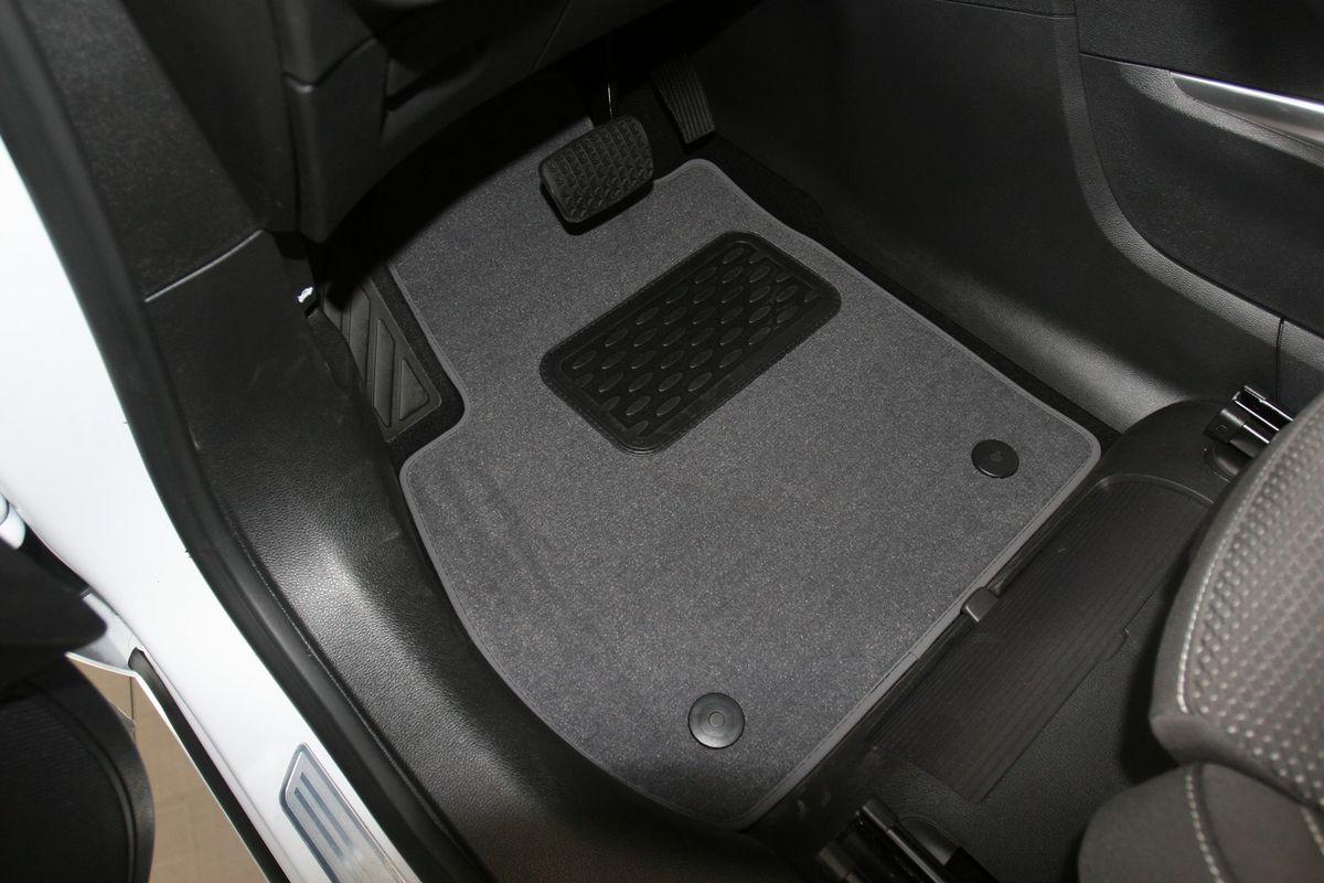 Набор автомобильных ковриков Novline-Autofamily для Opel Zafira Tourer C АКПП 2012-, минивэн, в салон, 6 штFS-80264Набор автомобильных ковриков Novline-Autofamily, изготовленный из текстиля, состоит из 6 ковриков, которые учитывают все особенности каждой модели автомобиля и полностью повторяют контуры пола. Текстильные автомобильные коврики для салона произведены из высококачественного материала, который держит форму, прочный и не пачкает обувь. Коврики в салон не только улучшат внешний вид салона вашего автомобиля, но и надежно уберегут его от пыли, грязи и сырости, а значит, защитят кузов от коррозии. Текстильные коврики для автомобиля мягкие и приятные, а их основа из вспененного полиуретана не пропускает влагу. Ковры для автомобилей надежно крепятся на полу и не скользят, что очень важно во время движения. Чистятся коврики очень просто: как при помощи автомобильного пылесоса, так и различными моющими средствами. Набор подходит для Opel Zafira Tourer C АКПП минивэн с 2012 года выпуска.