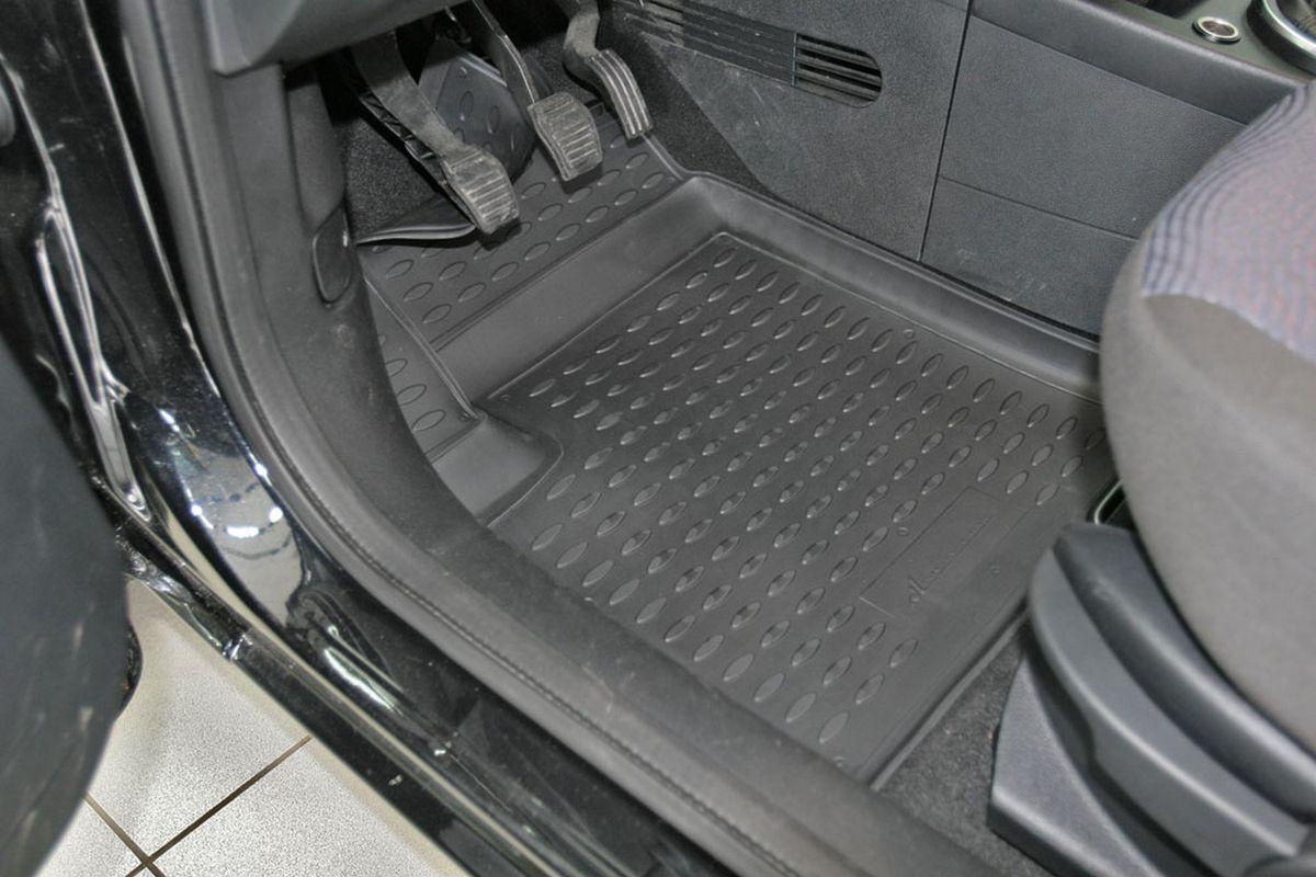 Набор автомобильных ковриков Novline-Autofamily для Ford Fusion 09/2002-2005, 2005-, в салон, 4 шт300240Набор автомобильных ковриков Novline-Autofamily, изготовленный из полиуретана, состоит из 4 ковриков, которые учитывают все особенности каждой модели автомобиля и полностью повторяют контуры пола. Полиуретановые автомобильные коврики для салона произведены из высококачественного материала, который держит форму, прочный и не пачкает обувь. Коврики в салон не только улучшат внешний вид салона вашего автомобиля, но и надежно уберегут его от пыли, грязи и сырости, а значит, защитят кузов от коррозии. Полиуретановые коврики для автомобиля гладкие, приятные и не пропускают влагу. Ковры для автомобилей надежно крепятся на полу и не скользят, что очень важно во время движения. Чистятся коврики очень просто: как при помощи автомобильного пылесоса, так и различными моющими средствами. Набор подходит для Ford Fusion сентябрь 2002 - 2005, 2005 и позднее годов выпуска.