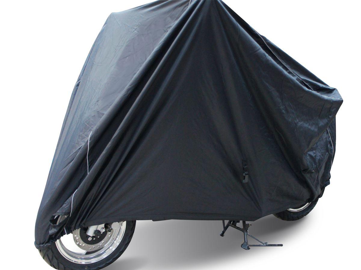 Чехол для мототехники Starks Scooter, размер SKGB GX-5RSВодостойкий чехол Starks Scooter выполнен из прочного полиэстера. Имеется светоотражающий кант, обеспечивающий безопасности в темное время суток. Изделие выдерживает температуру до +200°С. Резинки по краям фиксируют чехол на колесе. Стропа посередине фиксирует по центру мотоцикла. Внутри чехол имеет блестящую поверхность. Не позволяет нагревать технику на солнце, отражает солнечные лучи. Отсутствует эффект термоса. В комплекте сумочка для транспортировки и хранения.Подходит на все скутера от 50 до 200- 250 кубов.