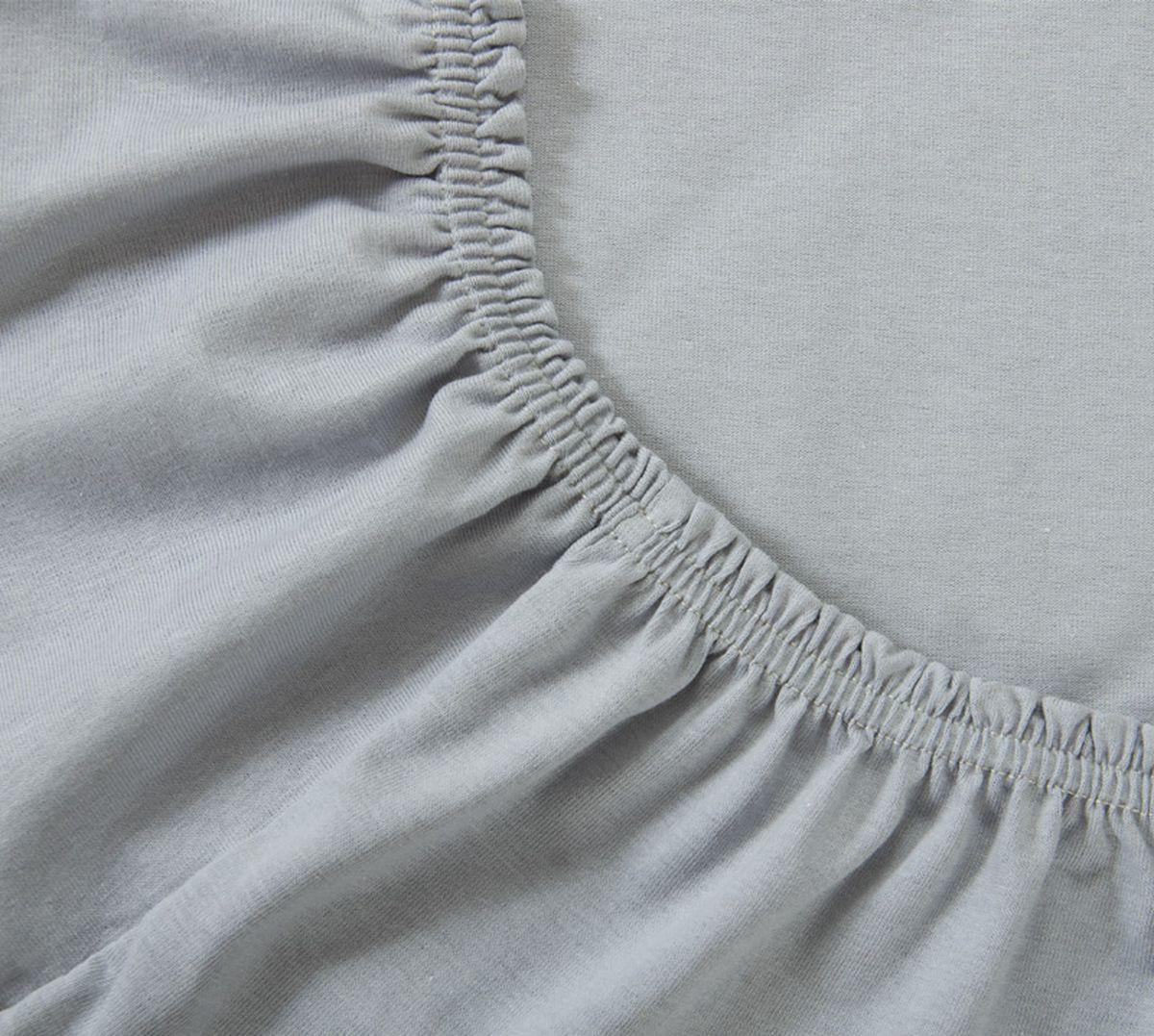Простыня Текс-Дизайн, на резинке, цвет: серый, 180 х 200 х 20 см391602Простыня Текс-Дизайн изготовлена из трикотажа высокого качества, состоящего на 100% из хлопка. По всему периметру простыня снабжена резинкой, что обеспечивает комфортный отдых, и избавляет от неприятных ощущений скомкавшейся во время сна изделия. Простыня легко одевается на матрасы высотой до 20 см. Идеально подходит в качестве наматрасника.Трикотаж эластичен и растяжим, практически не мнется и не теряет форму после стирки. И кроме того он очень красиво выглядит и приятен на ощупь.