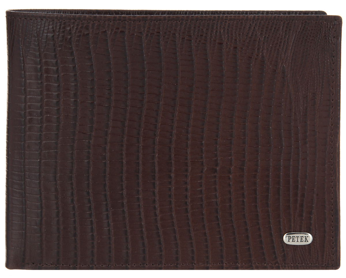 Портмоне мужское Petek 1855, цвет: темно-коричневый. 129.041.02INT-06501Стильное мужское портмоне Petek 1855 выполнено из натуральной кожи с тиснением под рептилию. Лицевая сторона оформлена металлической пластиной с гравировкой в виде названия бренда.Изделие раскладывается пополам. Портмоне содержит одно отделение для купюр, два кармашка для визиток и пластиковых карт, карман для мелочи на кнопке и потайной карман. Портмоне упаковано в фирменную коробку. Такое портмоне станет отличным подарком для человека, ценящего качественные и стильные вещи.