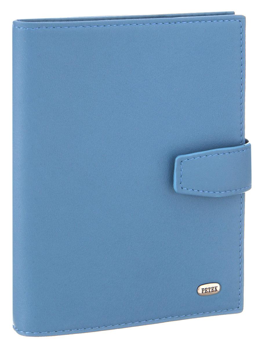 Обложка для паспорта и автодокументов Petek 1855, цвет: голубой. 595.167.223430329Обложка для паспорта и автодокументов Petek 1855 выполнена из натуральной кожи. Внутри имеет отделение для паспорта, два боковых сетчатых кармана и съемный блок из шести прозрачных файлов из мягкого пластика, один из которых формата А5. Обложка закрывается на хлястик с кнопкой.Обложка упакована в фирменную коробку. Изделие сочетает в себе классический дизайн и функциональность. Обложка не только поможет сохранить внешний вид ваших документов и защитит их от повреждений, но и станет стильным аксессуаром, который подчеркнет ваш неповторимый стиль.