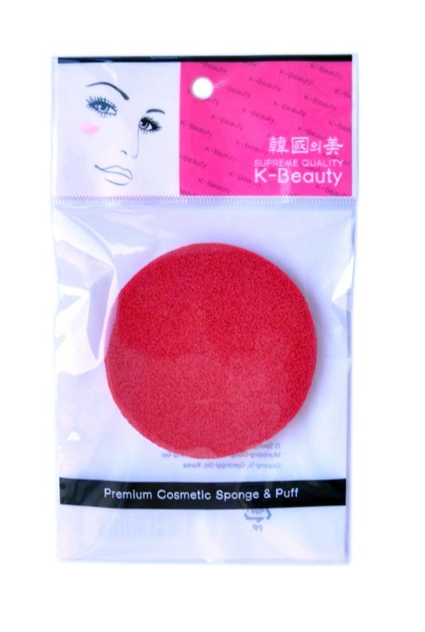 K-Beauty Спонж косметический для очищения кожи лица, красный, 1 шт28032022Косметический спонж предназначен для очищения кожи лица, снятия макияжа и остатков косметических масок. Благодаря пористой структуре способствует отшелушиванию ороговевших клеток кожи, массирует кожу лица, улучшает микроциркуляцию, что повышает тонус, придает коже упругость и эластичность.Мягкий и нежный спонж не травмирует, подходит даже для чувствительной кожи.