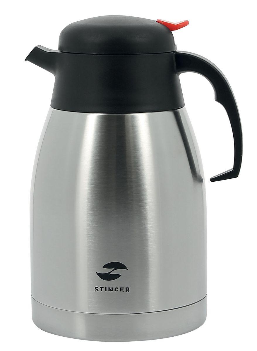Термо-кофейник Stinger, 1,5 лHY-CP301-1Термо-кофейник Stinger предназначен для хранения горячих или холодных напитков. Изготовлен из пищевой нержавеющей стали 201, которая обладает высоким уровнем качества и абсолютно безопасна для здоровья человека. Кофейник выполнен в классическом дизайне серебристого цвета. Он оснащен удобной эргономичной ручкой и кнопкой-дозатором напитков, при нажатии на которую можно налить необходимое количество. Пластиковая крышка с силиконовой прослойкой обеспечивает надежное закрытие термоса и гарантирует сохранность напитка в процессе транспортировки. Благодаря наличию металлической колбы и хорошей вакуумной изоляции изделие сохраняет температуру 55°С после 24 часов. Такой термо-кофейник непременно пригодится во время проведения отдыха на природе, путешествии, рыбалке или просто дома.Диаметр по верхнему краю: 8,5 см.Диаметр основания: 13,5 см. Высота (с учетом крышки): 23,5 см.