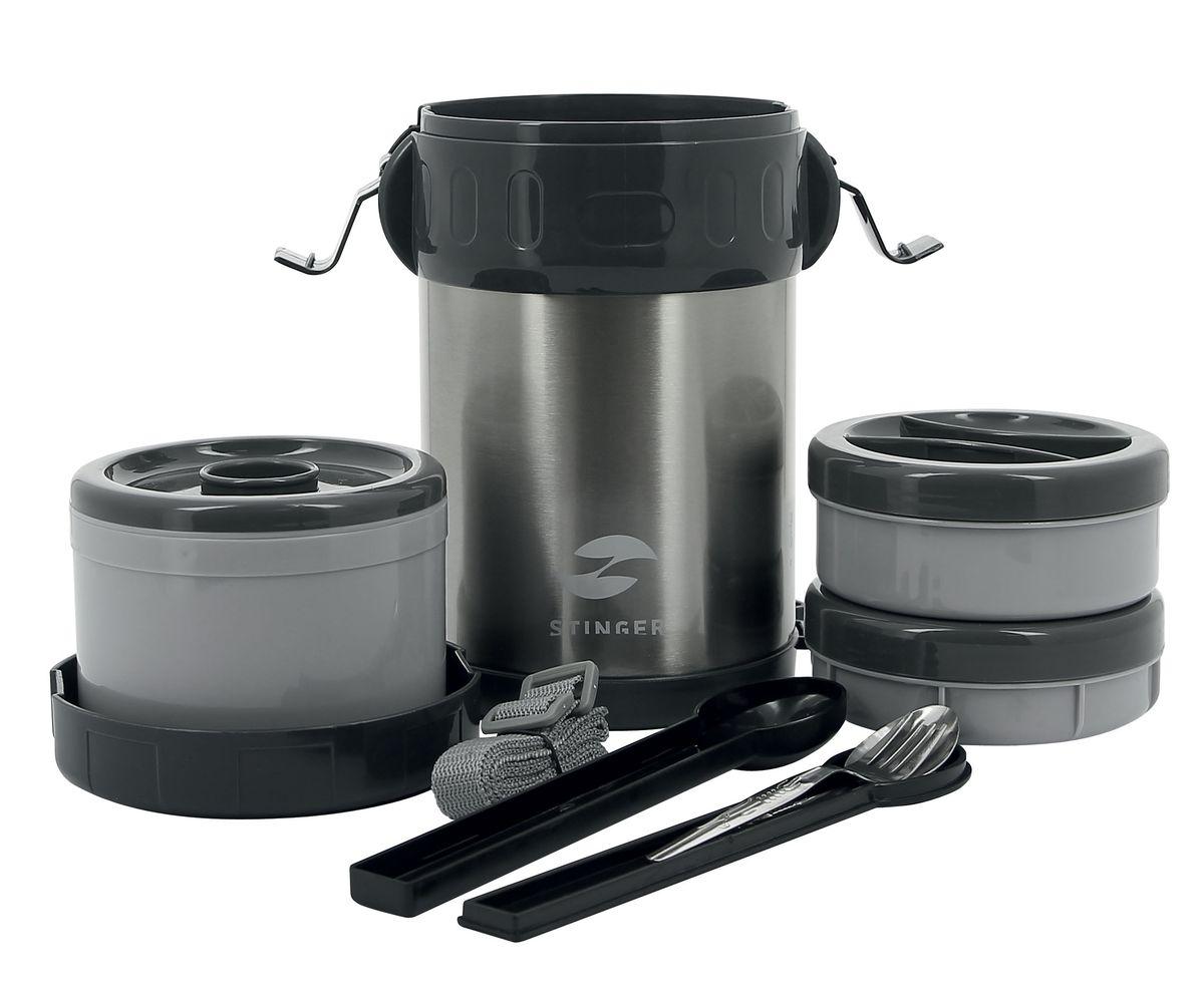Термос пищевой Stinger, с 3 контейнерами, со столовыми приборами, 2 лHY-LB407-2Термос Stinger предназначен для хранения холодных или горячих блюд. Он пригодится в любой ситуации: будь то экстремальный поход, пикник, поездка, или вы просто хотите взять с собой домашнюю еду в офис. Термос изготовлен из высококачественной пищевой нержавеющей стали, что является безопасным для здоровья. На корпусе термоса для удобства переноски предусмотрен съемный, регулируемый ремень. Изделие выполнено в классическом серебристом цвете и имеет глянцевую поверхность. Современная технология с вакуумной изоляцией и металлическая колба, способствуют более длительному сохранению тепла. Термос держит температуру наполнения (горячего) более 24 часов до 50°C. Термос оснащен пластиковой крышкой с защелками. Внутри помещаются три контейнера для еды с крышками, изготовленные из пищевого пластика. Крышки легко открываются и плотно закрываются. В комплект входят столовые приборы: ложка и вилка. Термос Stinger - это идеальный вариант для переноски нескольких разных блюд. Отличный выбор для тех, кому необходим полноценный обед в дороге или путешествии, так как в него поместится все необходимое, и вы в любое время сможете вкусно и быстро пообедать.Диаметр термоса по верхнему краю: 13 см. Высота термоса (с учетом крышки): 22,5 см. Объем термоса для еды: 1,5 л.Размер контейнеров: 12 х 12 х 4,5 см; 12 х 12 х 5 см; 12 х 12 х 9 см.Длина вилки: 13,5 см. Длина ложки: 13,5 см.
