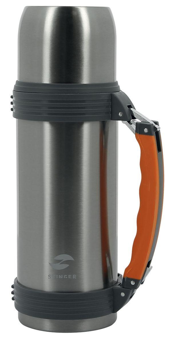 Термос Stinger, с ручкой, 1 лHY-TP205-4Термос Stinger изготовлен из высококачественной нержавеющей стали с матовой полировкой. Двойная колба из нержавеющей стали сохраняет напитки горячими или холодными до 24 часов, после 24 часов температура наполнения сохраняется на отметке 55°C. Термос еще удобен и тем, что нет необходимости полностью откручивать пробку. Чтобы налить напиток, просто нажмите кнопку. Крышку можно использовать в качестве кружки, ее внутренняя поверхность имеет отделку пластиком, гигиенична и легка в очистке. Изделие оснащено эргономичной ручкой и съемным ремнем для удобной переноски. Удобный, компактный и практичный термос пригодится в путешествии, походе и поездке. Диаметр горлышка: 5 см. Диаметр основания термоса: 9 см. Высота термоса: 29,5 см.