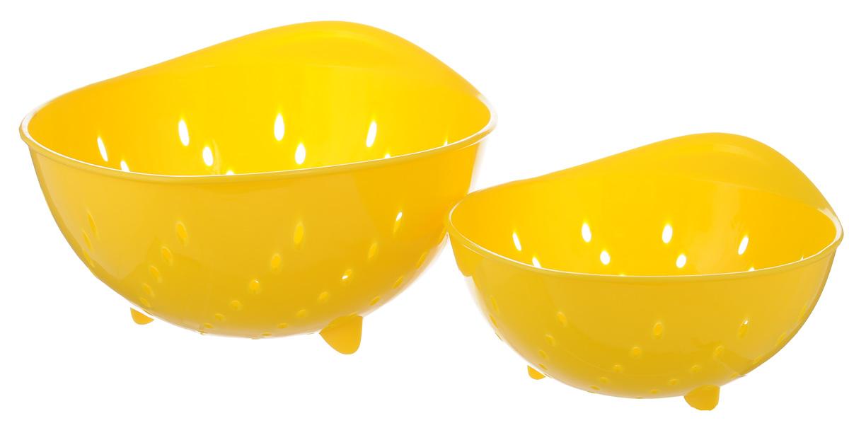 Набор дуршлагов Tescoma Presto Tone, цвет: желтый, 2 шт115510Набор Tescoma Presto Tone состоит из двух дуршлагов разных размеров. Изделия выполнены из высокопрочного пищевого пластика, оснащены ножками и ручкой. Дуршлаги отлично подходят для ополаскивания, мытья и процеживания. Пригодны для мытья в посудомоечной машине. Размер малого дуршлага: 19 х 16 х 9 см. Размер большого дуршлага: 23 х 21 х 11,5 см.
