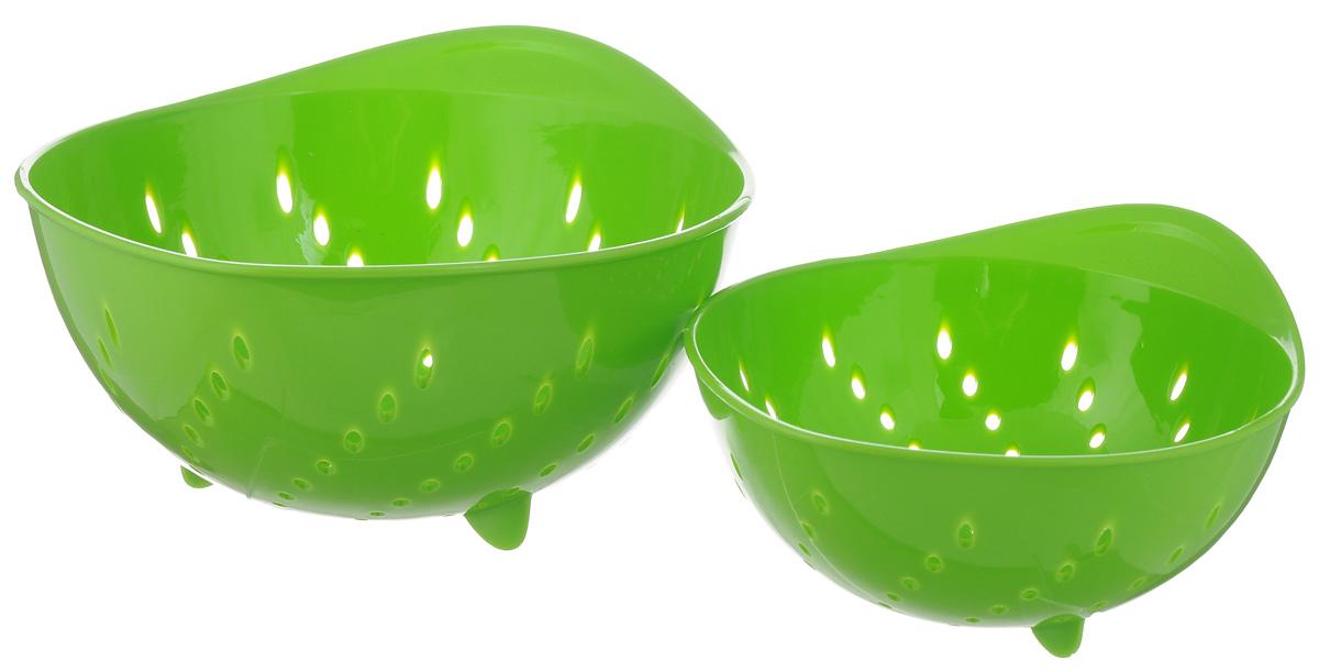 Набор дуршлагов Tescoma Presto Tone, цвет: зеленый, 2 шт420601_зеленыйНабор Tescoma Presto Tone состоит из двух дуршлагов разных размеров. Изделия выполнены из высокопрочного пищевого пластика, оснащены ножками и ручкой. Дуршлаги отлично подходят для удобного ополаскивания, мытья и процеживания. Пригодны для мытья в посудомоечной машине. Размер малого дуршлага: 19 х 16 х 9 см.Размер большого дуршлага: 23 х 21 х 11,5 см.