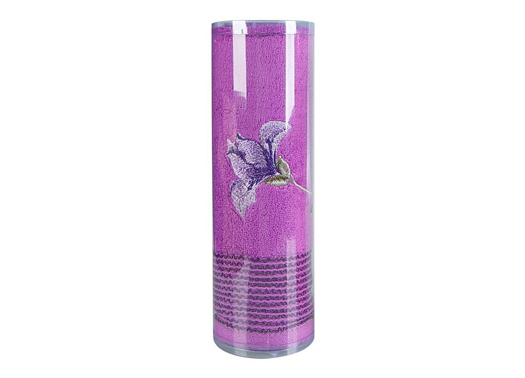 Полотенце махровое Soavita Df. Alice, цвет: лиловый, 50 х 90 смES-412Полотенце для тела Soavita Df. Alice выполнено из высококачественного махрового полотна и оформлено яркой вышивкой. Махровое полотно создается из хлопковых нитей, которые, в свою очередь, прядутся из множества хлопковых волокон. Чем длиннее эти волокна, тем прочнее будет нить, и, соответственно, изделие. Длина составляющих хлопковую нить волокон влияет и на фактуру получаемой ткани: чем они длиннее, тем мягче и пушистее получится махровое изделие, тем лучше будет впитывать изделие воду. Хотя на впитывающие качество махры - ее гигроскопичность, не в последнюю очередь влияет состав волокна. Мягкая махровая ткань отлично впитывает влагу и быстро сохнет. Полотенце очень практично и неприхотливо в уходе, сохраняет яркость цвета и не теряет форму даже после многократных стирок.