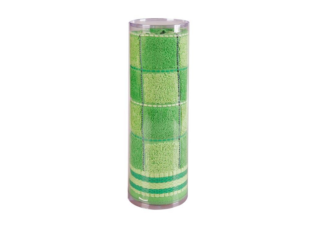 Полотенце махровое Soavita Шахматы, цвет: зеленый, 45 х 90 смES-412Махровое полотно создается из хлопковых нитей, которые, в свою очередь, прядутся из множества хлопковых волокон. Чем длиннее эти волокна, тем прочнее будет нить, и, соответственно, изделие. Длина составляющих хлопковую нить волокон влияет и на фактуру получаемой ткани: чем они длиннее, тем мягче и пушистее получится махровое изделие, тем лучше будет впитывать изделие воду. Хотя на впитывающие качество махры – ее гигроскопичность, не в последнюю очередь влияет состав волокна. Мягкая махровая ткань отлично впитывает влагу и быстро сохнет. Soavita – это популярный бренд домашнего текстиля. Дизайнерская студия этой фирмы находится во Флоренции, Италия. Производство перенесено в Китай, чтобы сделать продукцию более доступной для покупателей. Таким образом, вы имеете возможность покупать продукцию европейского качества совсем не дорого. Домашний текстиль прослужит вам долго: все детали качественно прошиты, ткани очень плотные, рисунок наносится безопасными для здоровья красителями, не линяет и держится много лет. Все изделия упакованы в подарочные упаковки.