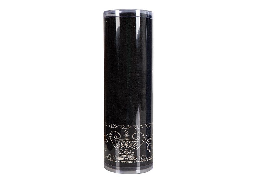 Полотенце махровое Soavita Амфора, цвет: черный, 45 х 80 см. 82750ES-412Махровое полотно создается из хлопковых нитей, которые, в свою очередь, прядутся из множества хлопковых волокон. Чем длиннее эти волокна, тем прочнее будет нить, и, соответственно, изделие. Длина составляющих хлопковую нить волокон влияет и на фактуру получаемой ткани: чем они длиннее, тем мягче и пушистее получится махровое изделие, тем лучше будет впитывать изделие воду. Хотя на впитывающие качество махры – ее гигроскопичность, не в последнюю очередь влияет состав волокна. Мягкая махровая ткань отлично впитывает влагу и быстро сохнет. Soavita – это популярный бренд домашнего текстиля. Дизайнерская студия этой фирмы находится во Флоренции, Италия. Производство перенесено в Китай, чтобы сделать продукцию более доступной для покупателей. Таким образом, вы имеете возможность покупать продукцию европейского качества совсем не дорого. Домашний текстиль прослужит вам долго: все детали качественно прошиты, ткани очень плотные, рисунок наносится безопасными для здоровья красителями, не линяет и держится много лет. Все изделия упакованы в подарочные упаковки.