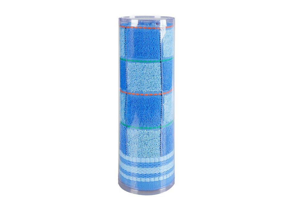 Полотенце махровое Soavita Шахматы, цвет: синий, 45 х 90 см68/5/3Махровое полотно создается из хлопковых нитей, которые, в свою очередь, прядутся из множества хлопковых волокон. Чем длиннее эти волокна, тем прочнее будет нить, и, соответственно, изделие. Длина составляющих хлопковую нить волокон влияет и на фактуру получаемой ткани: чем они длиннее, тем мягче и пушистее получится махровое изделие, тем лучше будет впитывать изделие воду. Хотя на впитывающие качество махры – ее гигроскопичность, не в последнюю очередь влияет состав волокна. Мягкая махровая ткань отлично впитывает влагу и быстро сохнет. Soavita – это популярный бренд домашнего текстиля. Дизайнерская студия этой фирмы находится во Флоренции, Италия. Производство перенесено в Китай, чтобы сделать продукцию более доступной для покупателей. Таким образом, вы имеете возможность покупать продукцию европейского качества совсем не дорого. Домашний текстиль прослужит вам долго: все детали качественно прошиты, ткани очень плотные, рисунок наносится безопасными для здоровья красителями, не линяет и держится много лет. Все изделия упакованы в подарочные упаковки.