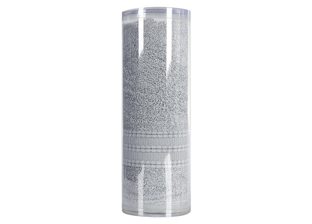 Полотенце махровое Soavita Eo. Вояж, цвет: серый, 70 х 140 см68/5/3Махровое полотно создается из хлопковых нитей, которые, в свою очередь, прядутся из множества хлопковых волокон. Чем длиннее эти волокна, тем прочнее будет нить, и, соответственно, изделие. Длина составляющих хлопковую нить волокон влияет и на фактуру получаемой ткани: чем они длиннее, тем мягче и пушистее получится махровое изделие, тем лучше будет впитывать изделие воду. Хотя на впитывающие качество махры – ее гигроскопичность, не в последнюю очередь влияет состав волокна. Мягкая махровая ткань отлично впитывает влагу и быстро сохнет. Soavita – это популярный бренд домашнего текстиля. Дизайнерская студия этой фирмы находится во Флоренции, Италия. Производство перенесено в Китай, чтобы сделать продукцию более доступной для покупателей. Таким образом, вы имеете возможность покупать продукцию европейского качества совсем не дорого. Домашний текстиль прослужит вам долго: все детали качественно прошиты, ткани очень плотные, рисунок наносится безопасными для здоровья красителями, не линяет и держится много лет. Все изделия упакованы в подарочные упаковки.