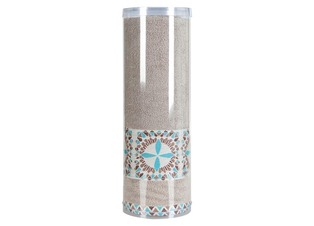 Полотенце махровое Soavita Eo. Radiant, цвет: медовый, 70 х 140 см68/5/3Махровое полотно создается из хлопковых нитей, которые, в свою очередь, прядутся из множества хлопковых волокон. Чем длиннее эти волокна, тем прочнее будет нить, и, соответственно, изделие. Длина составляющих хлопковую нить волокон влияет и на фактуру получаемой ткани: чем они длиннее, тем мягче и пушистее получится махровое изделие, тем лучше будет впитывать изделие воду. Хотя на впитывающие качество махры – ее гигроскопичность, не в последнюю очередь влияет состав волокна. Мягкая махровая ткань отлично впитывает влагу и быстро сохнет. Soavita – это популярный бренд домашнего текстиля. Дизайнерская студия этой фирмы находится во Флоренции, Италия. Производство перенесено в Китай, чтобы сделать продукцию более доступной для покупателей. Таким образом, вы имеете возможность покупать продукцию европейского качества совсем не дорого. Домашний текстиль прослужит вам долго: все детали качественно прошиты, ткани очень плотные, рисунок наносится безопасными для здоровья красителями, не линяет и держится много лет. Все изделия упакованы в подарочные упаковки.