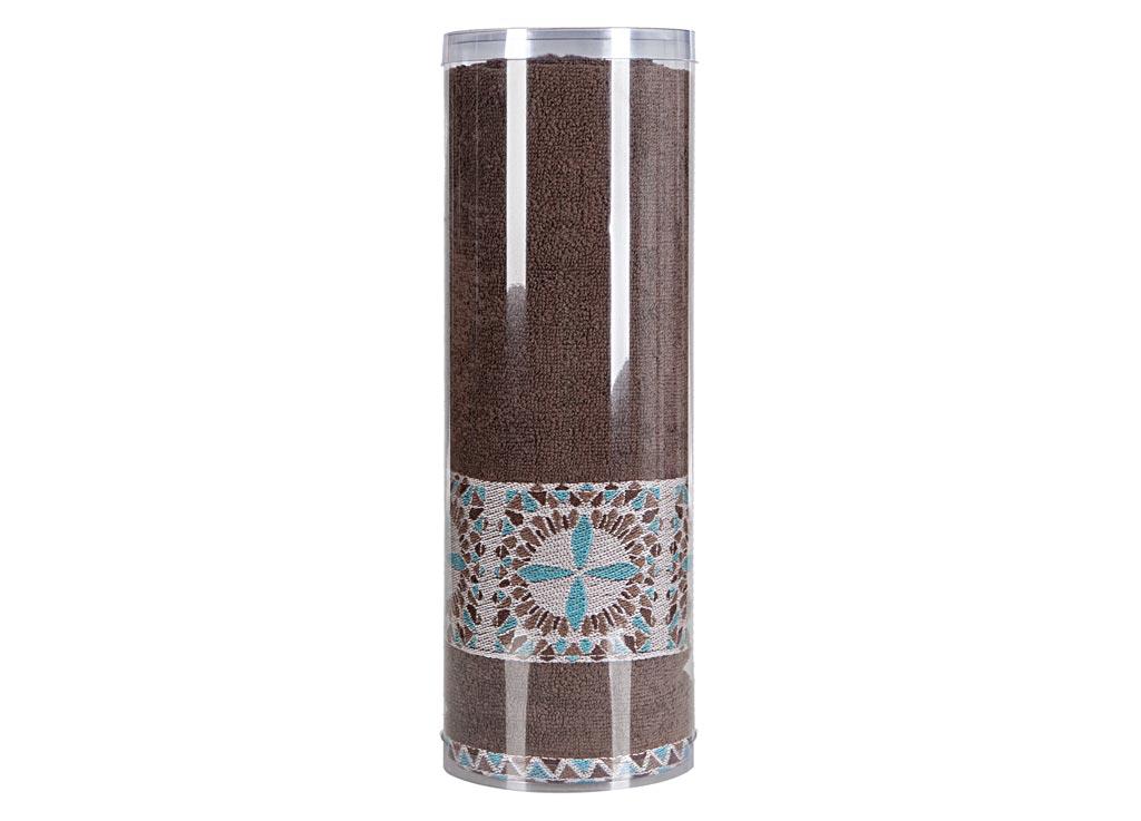 Полотенце махровое Soavita Eo. Radiant, цвет: коричневый, 70 х 140 см1004900000360Махровое полотно создается из хлопковых нитей, которые, в свою очередь, прядутся из множества хлопковых волокон. Чем длиннее эти волокна, тем прочнее будет нить, и, соответственно, изделие. Длина составляющих хлопковую нить волокон влияет и на фактуру получаемой ткани: чем они длиннее, тем мягче и пушистее получится махровое изделие, тем лучше будет впитывать изделие воду. Хотя на впитывающие качество махры – ее гигроскопичность, не в последнюю очередь влияет состав волокна. Мягкая махровая ткань отлично впитывает влагу и быстро сохнет. Soavita – это популярный бренд домашнего текстиля. Дизайнерская студия этой фирмы находится во Флоренции, Италия. Производство перенесено в Китай, чтобы сделать продукцию более доступной для покупателей. Таким образом, вы имеете возможность покупать продукцию европейского качества совсем не дорого. Домашний текстиль прослужит вам долго: все детали качественно прошиты, ткани очень плотные, рисунок наносится безопасными для здоровья красителями, не линяет и держится много лет. Все изделия упакованы в подарочные упаковки.
