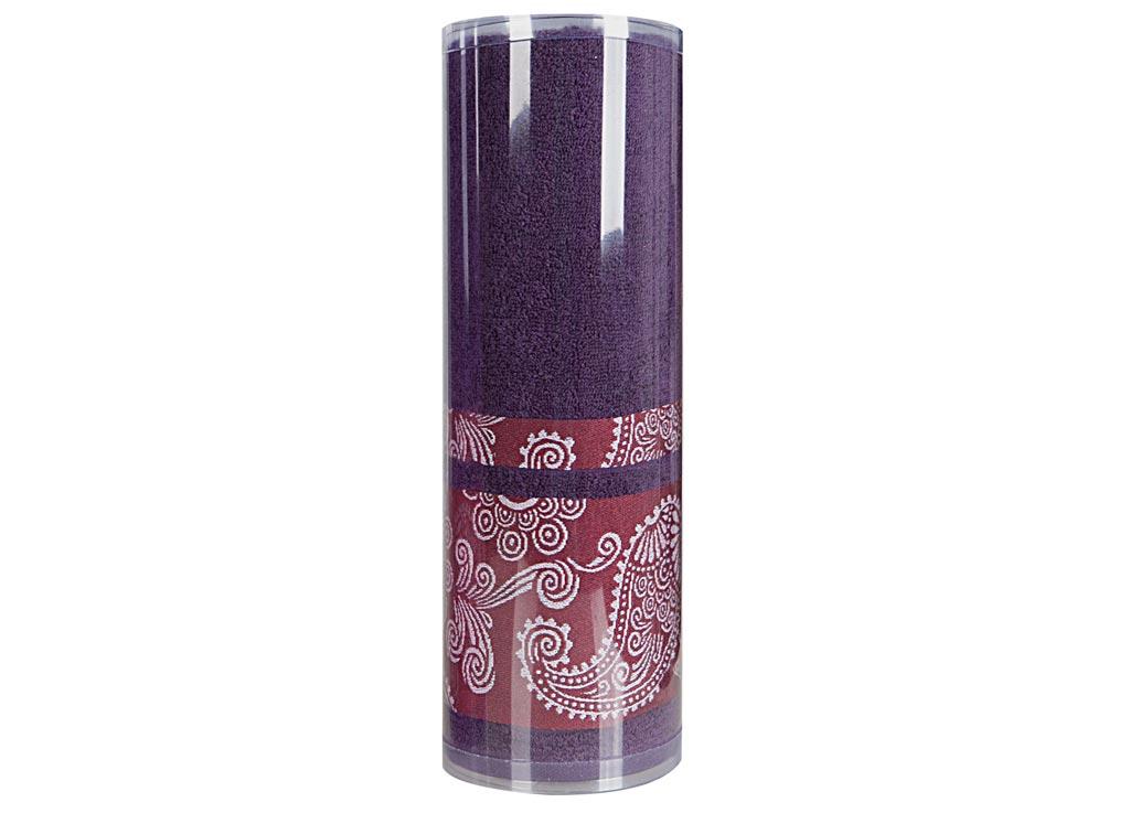 Полотенце махровое Soavita Eo. Cocktail, цвет: синий, 70 х 140 смBH-UN0502( R)Махровое полотно создается из хлопковых нитей, которые, в свою очередь, прядутся из множества хлопковых волокон. Чем длиннее эти волокна, тем прочнее будет нить, и, соответственно, изделие. Длина составляющих хлопковую нить волокон влияет и на фактуру получаемой ткани: чем они длиннее, тем мягче и пушистее получится махровое изделие, тем лучше будет впитывать изделие воду. Хотя на впитывающие качество махры – ее гигроскопичность, не в последнюю очередь влияет состав волокна. Мягкая махровая ткань отлично впитывает влагу и быстро сохнет. Soavita – это популярный бренд домашнего текстиля. Дизайнерская студия этой фирмы находится во Флоренции, Италия. Производство перенесено в Китай, чтобы сделать продукцию более доступной для покупателей. Таким образом, вы имеете возможность покупать продукцию европейского качества совсем не дорого. Домашний текстиль прослужит вам долго: все детали качественно прошиты, ткани очень плотные, рисунок наносится безопасными для здоровья красителями, не линяет и держится много лет. Все изделия упакованы в подарочные упаковки.