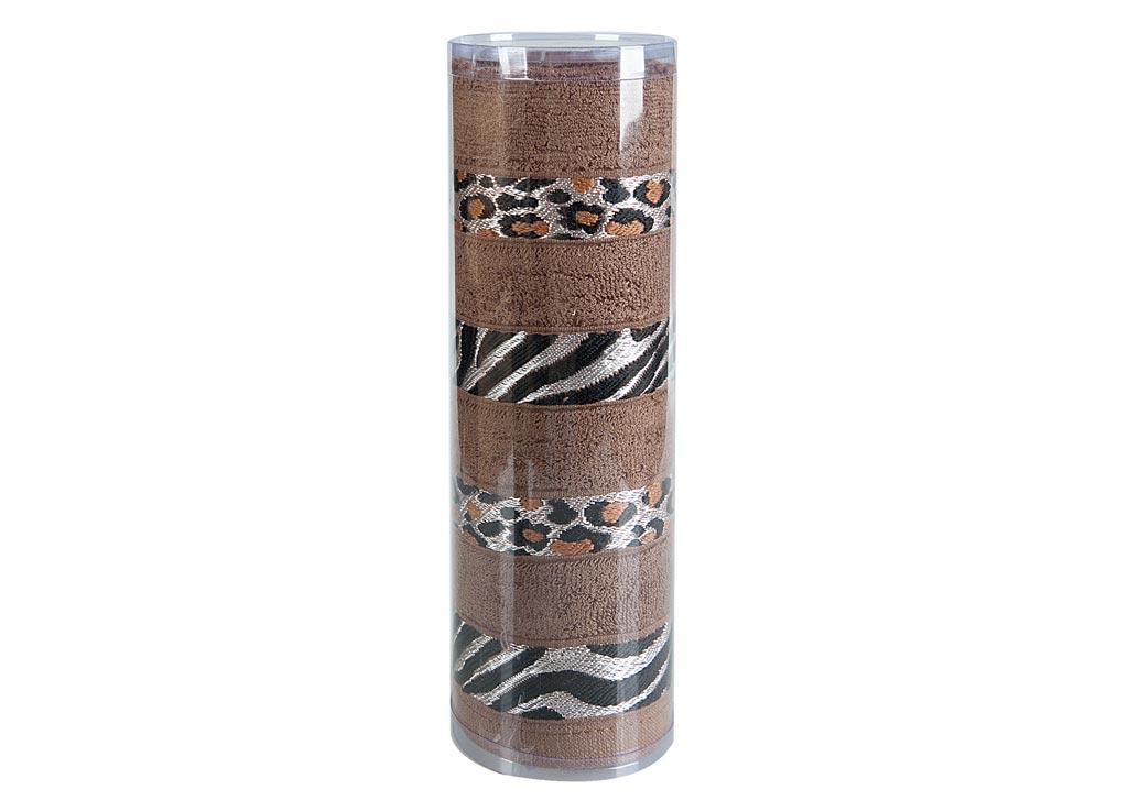 Полотенце махровое Soavita Df. Savanna, цвет: коричневый, 70 х 140 см391602Махровое полотно создается из хлопковых нитей, которые, в свою очередь, прядутся из множества хлопковых волокон. Чем длиннее эти волокна, тем прочнее будет нить, и, соответственно, изделие. Длина составляющих хлопковую нить волокон влияет и на фактуру получаемой ткани: чем они длиннее, тем мягче и пушистее получится махровое изделие, тем лучше будет впитывать изделие воду. Хотя на впитывающие качество махры – ее гигроскопичность, не в последнюю очередь влияет состав волокна. Мягкая махровая ткань отлично впитывает влагу и быстро сохнет. Soavita – это популярный бренд домашнего текстиля. Дизайнерская студия этой фирмы находится во Флоренции, Италия. Производство перенесено в Китай, чтобы сделать продукцию более доступной для покупателей. Таким образом, вы имеете возможность покупать продукцию европейского качества совсем не дорого. Домашний текстиль прослужит вам долго: все детали качественно прошиты, ткани очень плотные, рисунок наносится безопасными для здоровья красителями, не линяет и держится много лет. Все изделия упакованы в подарочные упаковки.