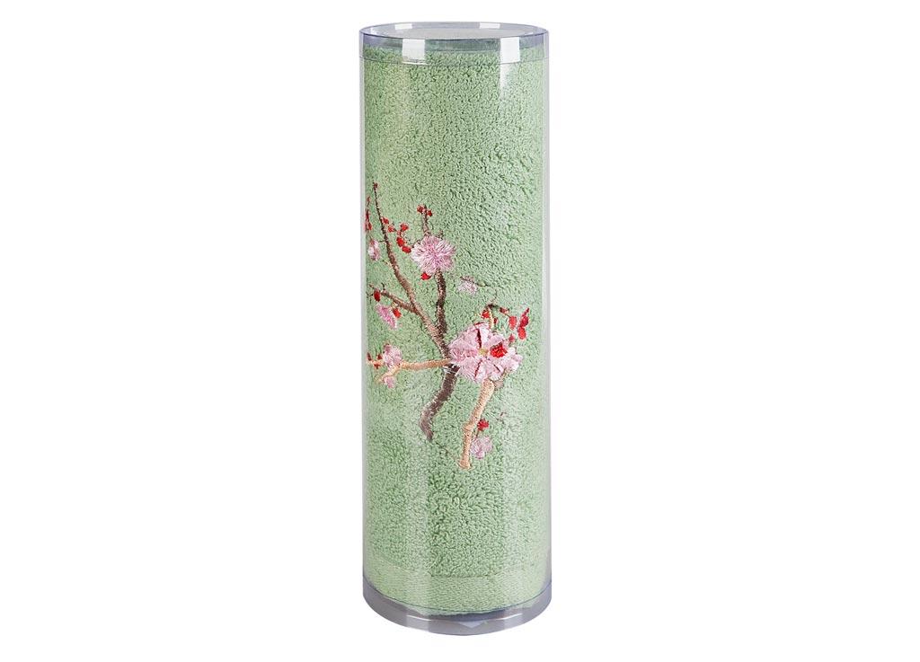 Полотенце Soavita Df. Spring, цвет: зеленый, 50 х 90 смS03301004Махровое полотенце Soavita Df. Spring выполнено из хлопка. Полотенца используются для протирки различных поверхностей, также широко применяются в быту.Такой набор станет отличным вариантом для практичной и современной хозяйки.Махровое полотно создается из хлопковых нитей, которые, в свою очередь, прядутся из множества хлопковых волокон. Чем длиннее эти волокна, тем прочнее будет нить, и, соответственно, изделие. Длина составляющих хлопковую нить волокон влияет и на фактуру получаемой ткани: чем они длиннее, тем мягче и пушистее получится махровое изделие, тем лучше будет впитывать изделие воду. Хотя на впитывающие качество махры - ее гигроскопичность, не в последнюю очередь влияет состав волокна. Мягкая махровая ткань отлично впитывает влагу и быстро сохнет.Размер полотенца: 50 х 90 см.
