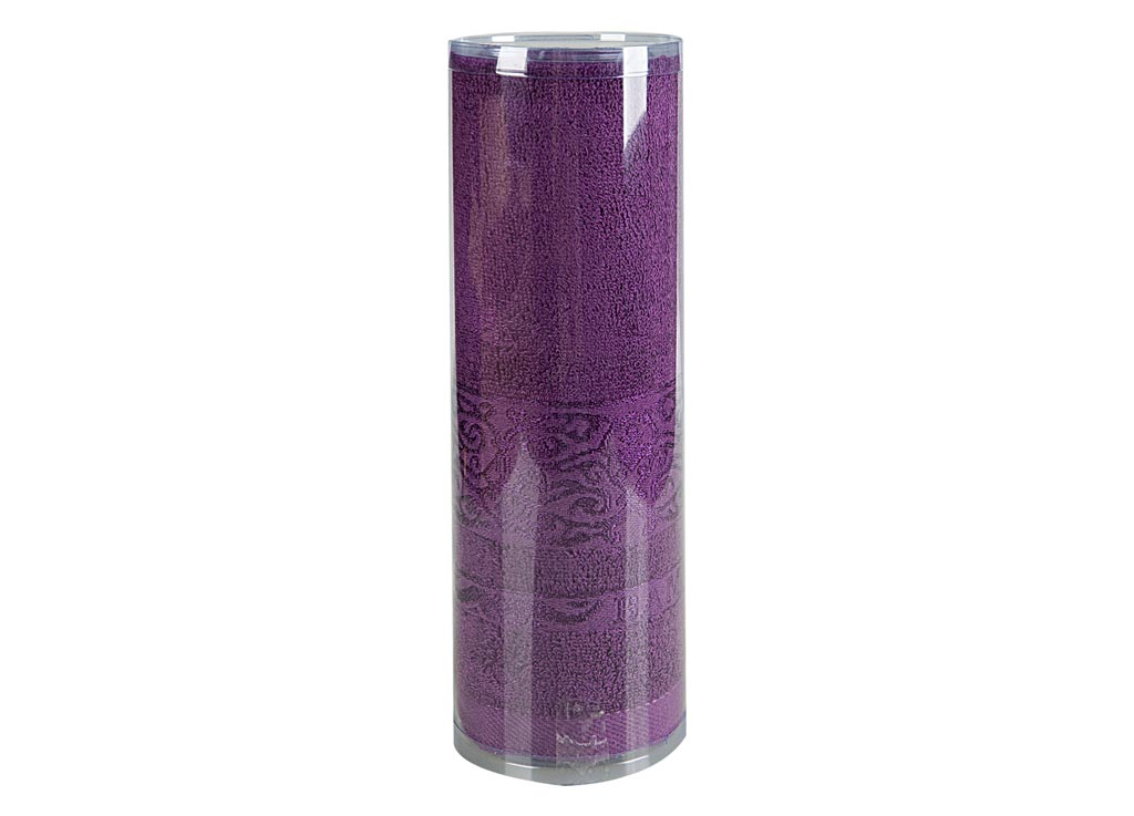 Полотенце махровое Soavita Mario, цвет: лиловый, 70 х 140 см68/5/3Махровое полотно создается из хлопковых нитей, которые, в свою очередь, прядутся из множества хлопковых волокон. Чем длиннее эти волокна, тем прочнее будет нить, и, соответственно, изделие. Длина составляющих хлопковую нить волокон влияет и на фактуру получаемой ткани: чем они длиннее, тем мягче и пушистее получится махровое изделие, тем лучше будет впитывать изделие воду. Хотя на впитывающие качество махры – ее гигроскопичность, не в последнюю очередь влияет состав волокна. Мягкая махровая ткань отлично впитывает влагу и быстро сохнет. Soavita – это популярный бренд домашнего текстиля. Дизайнерская студия этой фирмы находится во Флоренции, Италия. Производство перенесено в Китай, чтобы сделать продукцию более доступной для покупателей. Таким образом, вы имеете возможность покупать продукцию европейского качества совсем не дорого. Домашний текстиль прослужит вам долго: все детали качественно прошиты, ткани очень плотные, рисунок наносится безопасными для здоровья красителями, не линяет и держится много лет. Все изделия упакованы в подарочные упаковки.