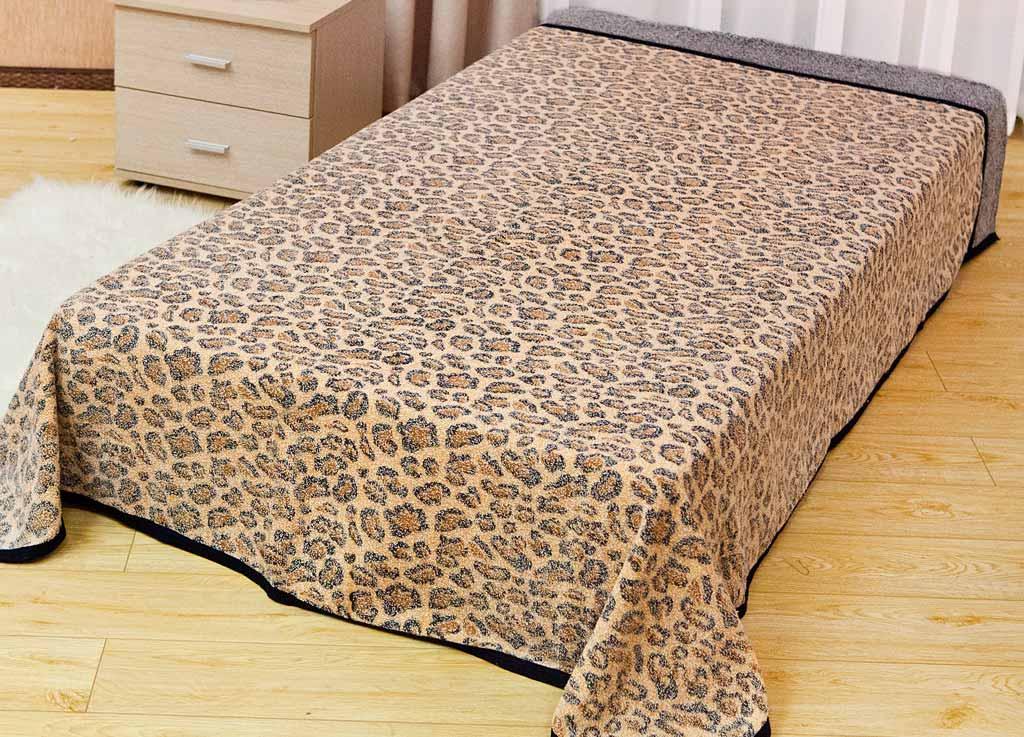 Покрывало Soavita Леопард, цвет: бежевый, 180 х 220 смFA-5125 WhiteМахровое покрывало Soavita Леопард изготовлено из экологически чистого натурального хлопка, поэтому подходит как для взрослых, так и для детей. Оно будет хорошо смотреться и на диване, и на большой кровати. Благодаря яркому и необычному дизайну, покрывало не только подарит тепло, но и гармонично впишется в интерьер комнаты.Махровое полотно создается из хлопковых нитей, которые, в свою очередь, прядутся из множества хлопковых волокон. Чем длиннее эти волокна, тем прочнее будет нить, и, соответственно, изделие. Длина составляющих хлопковую нить волокон влияет и на фактуру получаемой ткани: чем они длиннее, тем мягче и пушистее получится махровое изделие, тем лучше будет впитывать изделие воду. Хотя на впитывающие качество махры - ее гигроскопичность, не в последнюю очередь влияет состав волокна. Мягкая махровая ткань отлично впитывает влагу и быстро сохнет.