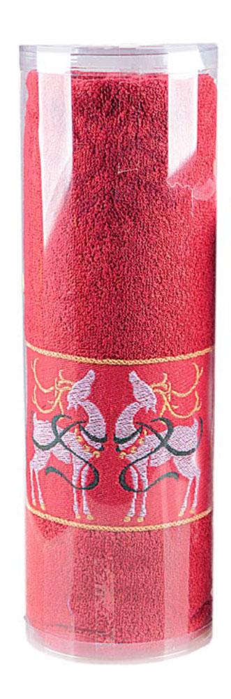Полотенце Soavita Deer, цвет: красный, 70 х 130 см1092019Махровое полотенце Soavita Deer выполнено из хлопка. Полотенца используются для протирки различных поверхностей, также широко применяются в быту.Такой набор станет отличным вариантом для практичной и современной хозяйки.Махровое полотно создается из хлопковых нитей, которые, в свою очередь, прядутся из множества хлопковых волокон. Чем длиннее эти волокна, тем прочнее будет нить, и, соответственно, изделие. Длина составляющих хлопковую нить волокон влияет и на фактуру получаемой ткани: чем они длиннее, тем мягче и пушистее получится махровое изделие, тем лучше будет впитывать изделие воду. Хотя на впитывающие качество махры - ее гигроскопичность, не в последнюю очередь влияет состав волокна. Мягкая махровая ткань отлично впитывает влагу и быстро сохнет.Размер полотенца: 70 х 130 см.