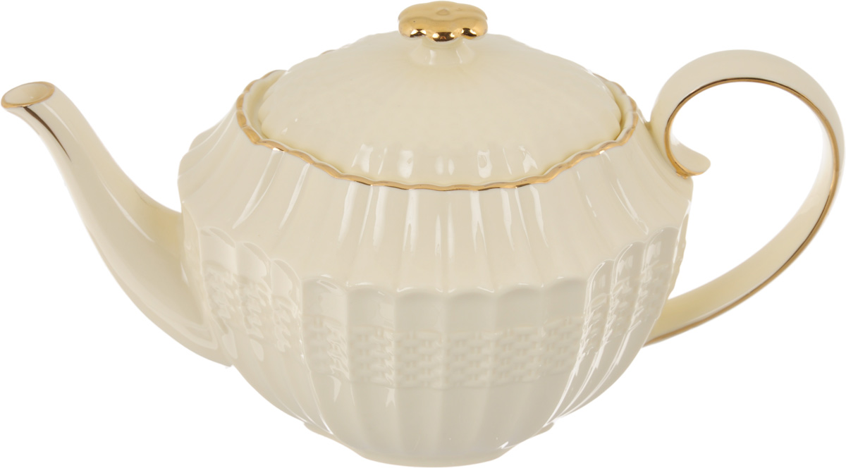 Чайник заварочный Patricia Грейс Голд, 1 лVT-1520(SR)Заварочный чайник Patricia Грейс Голд изготовлен из высококачественного фарфора с глазурованным покрытием. Изделие оформлено рельефным рисунком и деколью. Чайник снабжен удобной ручкой. В основании носика расположены фильтрующие отверстия от попадания чаинок в чашку. Любой чай в таком изысканном чайнике станет для вас наслаждением, поводом отдохнуть и перевести дыхание. Он прекрасно украсит сервировку стола к чаепитию. Благодаря красивому утонченному дизайну, качеству исполнения и большому объему он станет хорошим подарком друзьям и близким. Не рекомендуется мыть в посудомоечной машине и использовать в микроволновой печи. Размер (по верхнему краю): 12 х 9,5 см. Внутренний размер: 10,5 х 8 см.Высота чайника (без учета крышки): 11,7 см.
