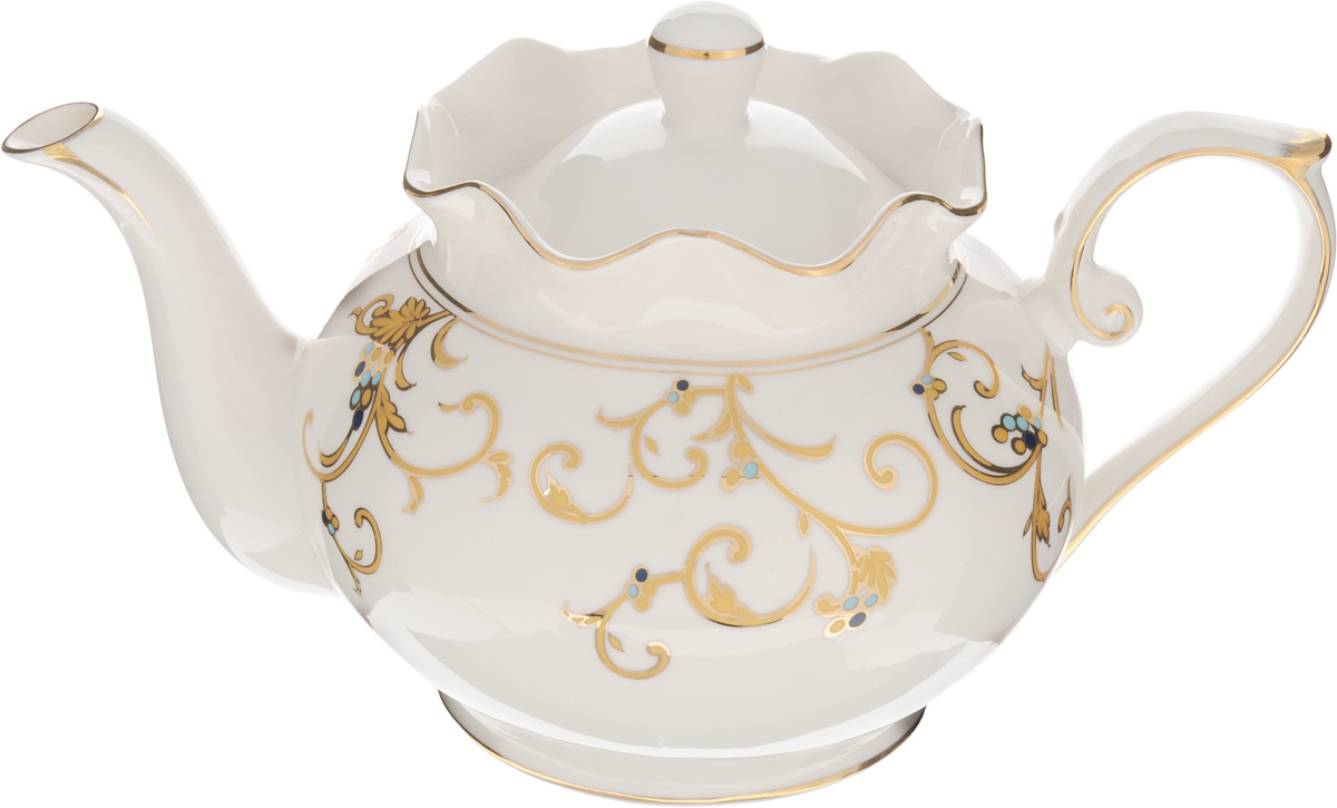 Чайник заварочный Patricia Восток, 900 млFS-91909Заварочный чайник Patricia Восток изготовлен из фарфора высшего качества с гладким глазурованным покрытием. Изделие декорировано изящным узором и золотистой эмалью. Чайник снабжен удобной ручкой. В основании носика расположены фильтрующие отверстия от попадания чаинок в чашку. Изысканный заварочный чайник украсит сервировку стола к чаепитию. Благодаря красивому утонченному дизайну, качеству исполнения и большому объему он станет хорошим подарком друзьям и близким. Не рекомендуется мыть в посудомоечной машине и использовать в микроволновой печи. Диаметр по верхнему краю: 10,5 см. Внутренний диаметр: 8 см. Высота чайника (без учета крышки): 12,5 см.