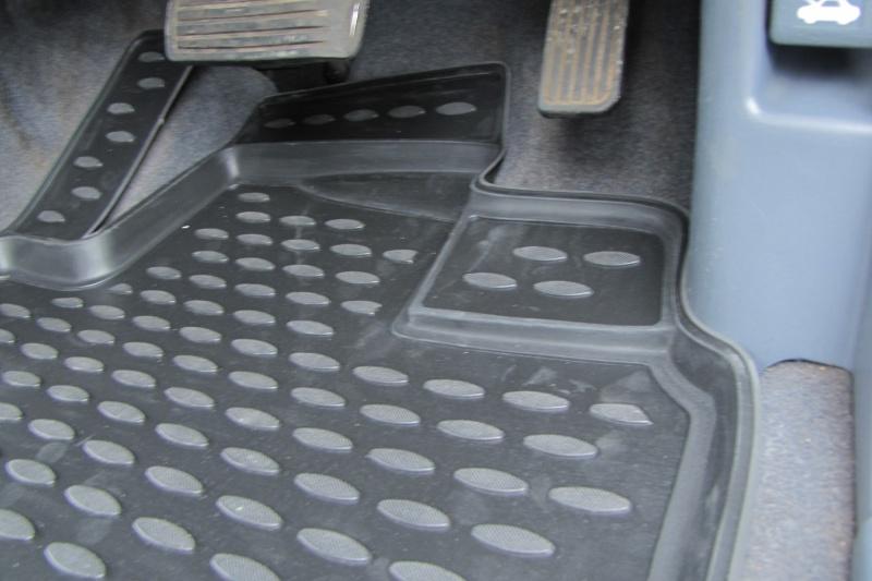 Коврики в салон автомобиля Novline-Autofamily, для HONDA Odyssey RA6 JDM 12/1999-09/2003, 3 ряда, 5 штTEMP-05Коврики Novline-Autofamily улучшат внешний вид салона автомобиля и надежно уберегут его от пыли, грязи и сырости, а значит, защитят кузов от коррозии. Полиуретановые коврики гладкие, приятные и не пропускает влагу.Полиуретановые автомобильные коврики произведены из высококачественного материала, который держит форму и не пачкает обувь.Коврики надежно крепятся на полу и не скользят, что очень важно во время движения, особенно для водителя.Изделия из полиуретана надежно удерживают грязь и влагу, при этом всегда выглядят довольно опрятно. И чистится они очень просто: как при помощи автомобильного пылесоса, так и различными моющими средствами.