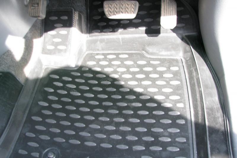Коврики в салон автомобиля Novline-Autofamily для Toyota Ipsum ACM 21W JDM, 05/2001–05/2007, 3 ряда. NLC.48.38.210k98298130Коврики Novline-Autofamily улучшат внешний вид салона автомобиля и надежно уберегут его от пыли, грязи и сырости, а значит, защитят кузов от коррозии. Полиуретановые коврики гладкие, приятные и не пропускает влагу. Полиуретановые автомобильные коврики произведены из высококачественного материала, который держит форму и не пачкает обувь. Коврики надежно крепятся на полу и не скользят, что очень важно во время движения, особенно для водителя. Изделия из полиуретана надежно удерживают грязь и влагу, при этом всегда выглядят довольно опрятно. И чистятся они очень просто: как при помощи автомобильного пылесоса, так и различными моющими средствами.