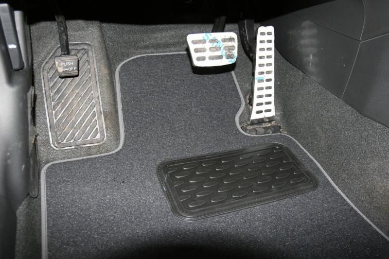 Набор автомобильных ковриков Novline-Autofamily для Kia Optima АКПП 2011-, седан, в салон, 5 шт21395599Набор автомобильных ковриков Novline-Autofamily, изготовленный из текстиля, состоит из 5 ковриков, которые учитывают все особенности каждой модели автомобиля и полностью повторяют контуры пола. Текстильные автомобильные коврики для салона произведены из высококачественного материала, который держит форму, прочный и не пачкает обувь. Коврики в салон не только улучшат внешний вид салона вашего автомобиля, но и надежно уберегут его от пыли, грязи и сырости, а значит, защитят кузов от коррозии. Текстильные коврики для автомобиля мягкие и приятные, а их основа из вспененного полиуретана не пропускает влагу. Ковры для автомобилей надежно крепятся на полу и не скользят, что очень важно во время движения. Чистятся коврики очень просто: как при помощи автомобильного пылесоса, так и различными моющими средствами. Набор подходит для Kia Optima АКПП седан с 2011 года выпуска.