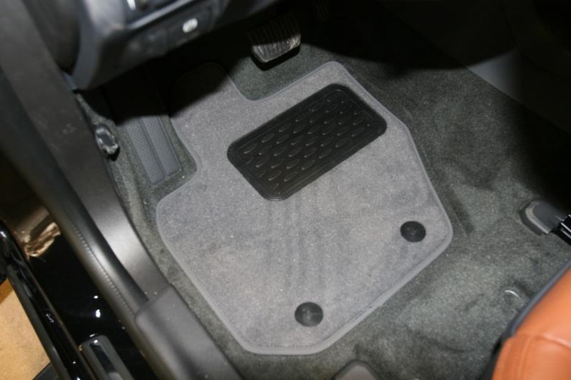 Набор автомобильных ковриков Novline-Autofamily для Volvo S60 АКПП 2010-, седан, в салон, цвет: черный, 4 шт. NLT.50.03.11.110kh94672Набор автомобильных ковриков Novline-Autofamily, изготовленный из текстиля, состоит из 4 ковриков, которые учитывают все особенности каждой модели автомобиля и полностью повторяют контуры пола. Текстильные автомобильные коврики для салона произведены из высококачественного материала, который держит форму, прочный и не пачкает обувь. Коврики в салон не только улучшат внешний вид салона вашего автомобиля, но и надежно уберегут его от пыли, грязи и сырости, а значит, защитят кузов от коррозии. Текстильные коврики для автомобиля мягкие и приятные, а их основа из вспененного полиуретана не пропускает влагу. Ковры для автомобилей надежно крепятся на полу и не скользят, что очень важно во время движения. Чистятся коврики очень просто: как при помощи автомобильного пылесоса, так и различными моющими средствами. Набор подходит для Volvo S60 АКПП седан с 2010 года выпуска.