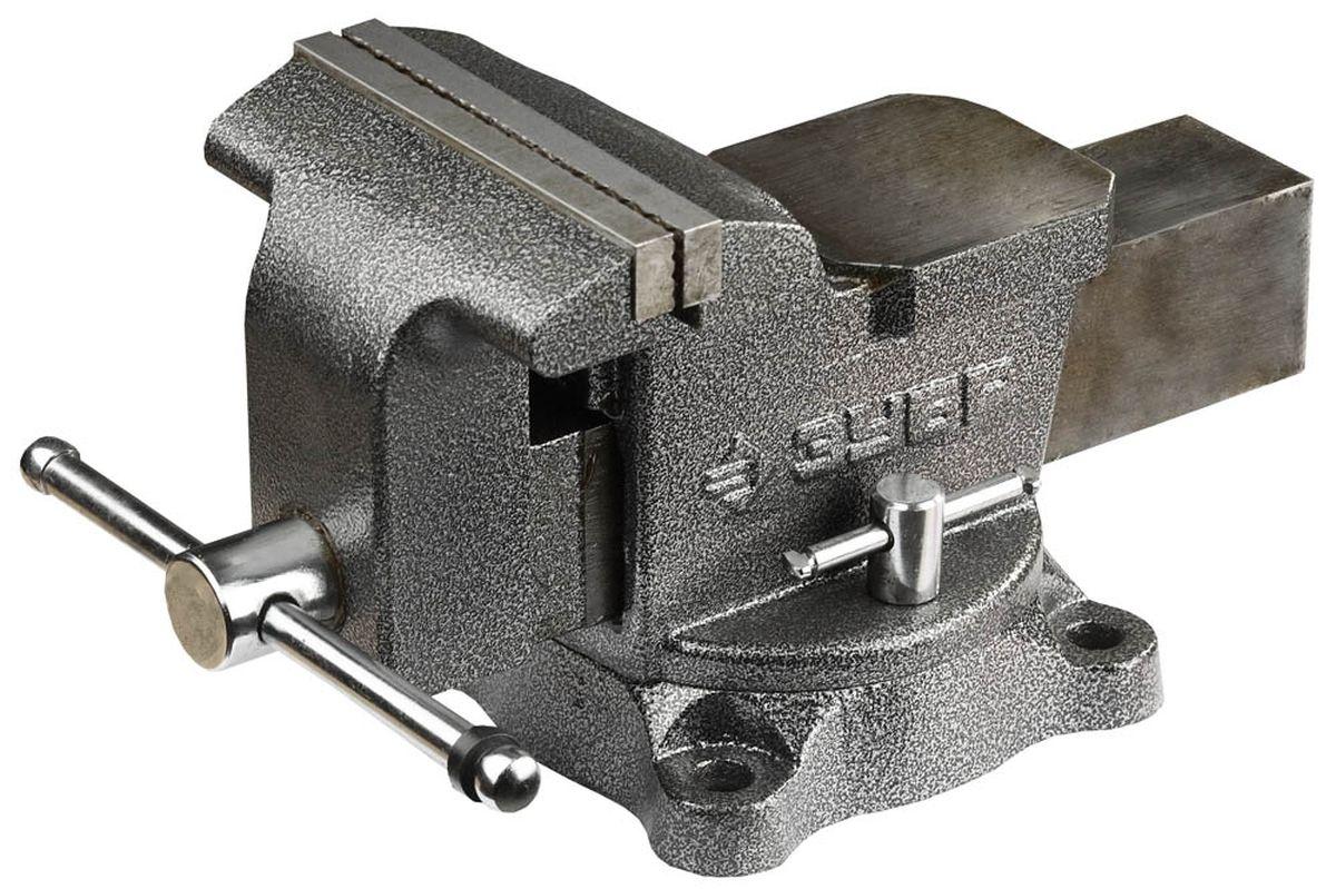 Тиски Зубр Мастер, с поворотным механизмом, 150 мм, 16 кг80625Тиски Зубр Мастер предназначены для закрепления деталей при выполнении различных слесарных работ. Изготовлены в соответствии с требованиями ГОСТ 26358. Окрашенный корпус и подвижная планка изготовлены из высококачественного чугуна марки СЧ-25. Сменные губки выполнены из высококачественной инструментальной стали, закалены и отшлифованы. На рабочую поверхность губок нанесено рифление для надежного и безопасного крепления деталей. Поворотное основание позволяет поворачивать корпус тисков в горизонтальной плоскости на угол от 0° до 360°. Регулировочные винты дают возможность фиксировать корпус в удобном для работы положении. Увеличенная наковальня отлично подойдет для небольших слесарных работ.Масса: 16 кг.Размер: 15 см.