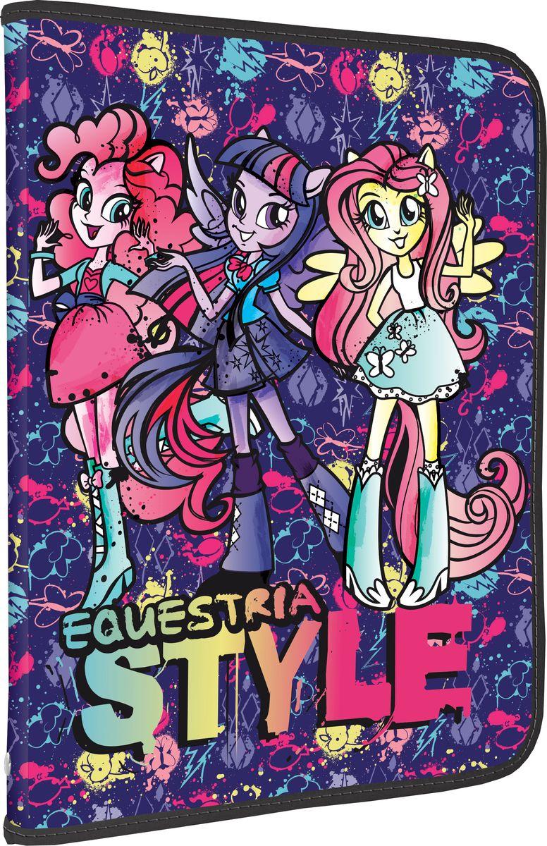 Equestria Girls Папка для тетрадей Equestria StyleAC-1121RDПапка Equestria Girls Equestria Style формата А4 - это оптимальный способ уберечь от деформации тетради, документы, рисунки и прочие бумаги. С ней можно забыть о погнутых уголках и краях. Кроме того, теперь все необходимые бумаги и тетради будут аккуратно собраны, а не распределены по разным местам, что сократит время их поиска. Папка выполнена из полипропилена и застегивается на молнию. Внутри - откидной клапан с креплениями для школьных принадлежностей и секцией для тетрадей, рисунков и бумаг формата А4.